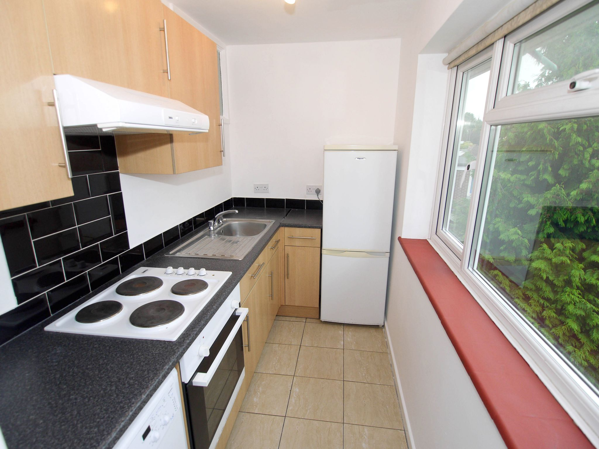 1 bedroom apartment flat/apartment Sale Agreed in Sevenoaks - Photograph 3