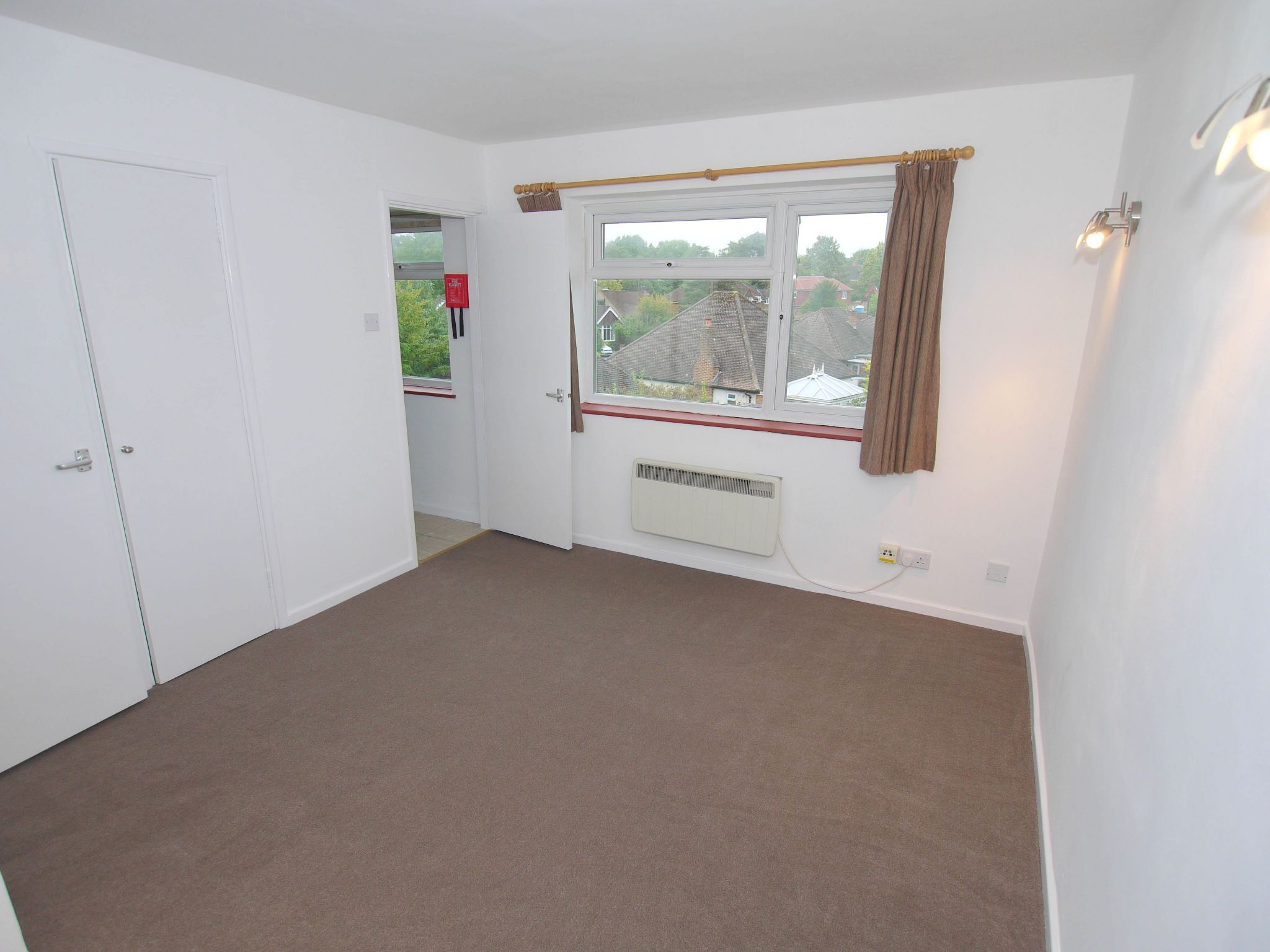 1 bedroom apartment flat/apartment Sale Agreed in Sevenoaks - Photograph 4