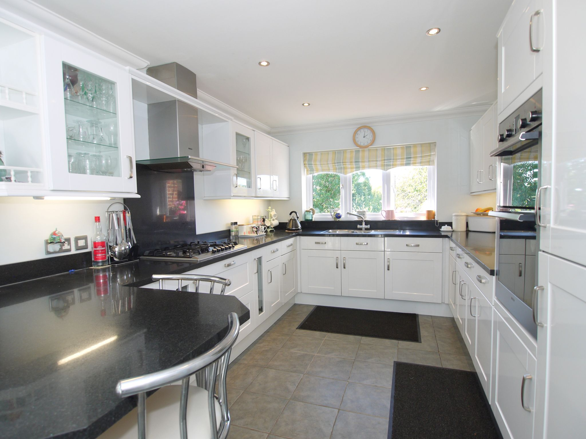 4 bedroom detached house For Sale in Sevenoaks - Photograph 2