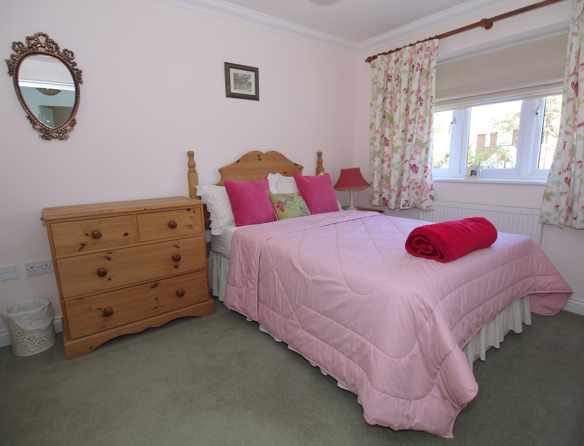 4 bedroom detached house For Sale in Sevenoaks - Photograph 6