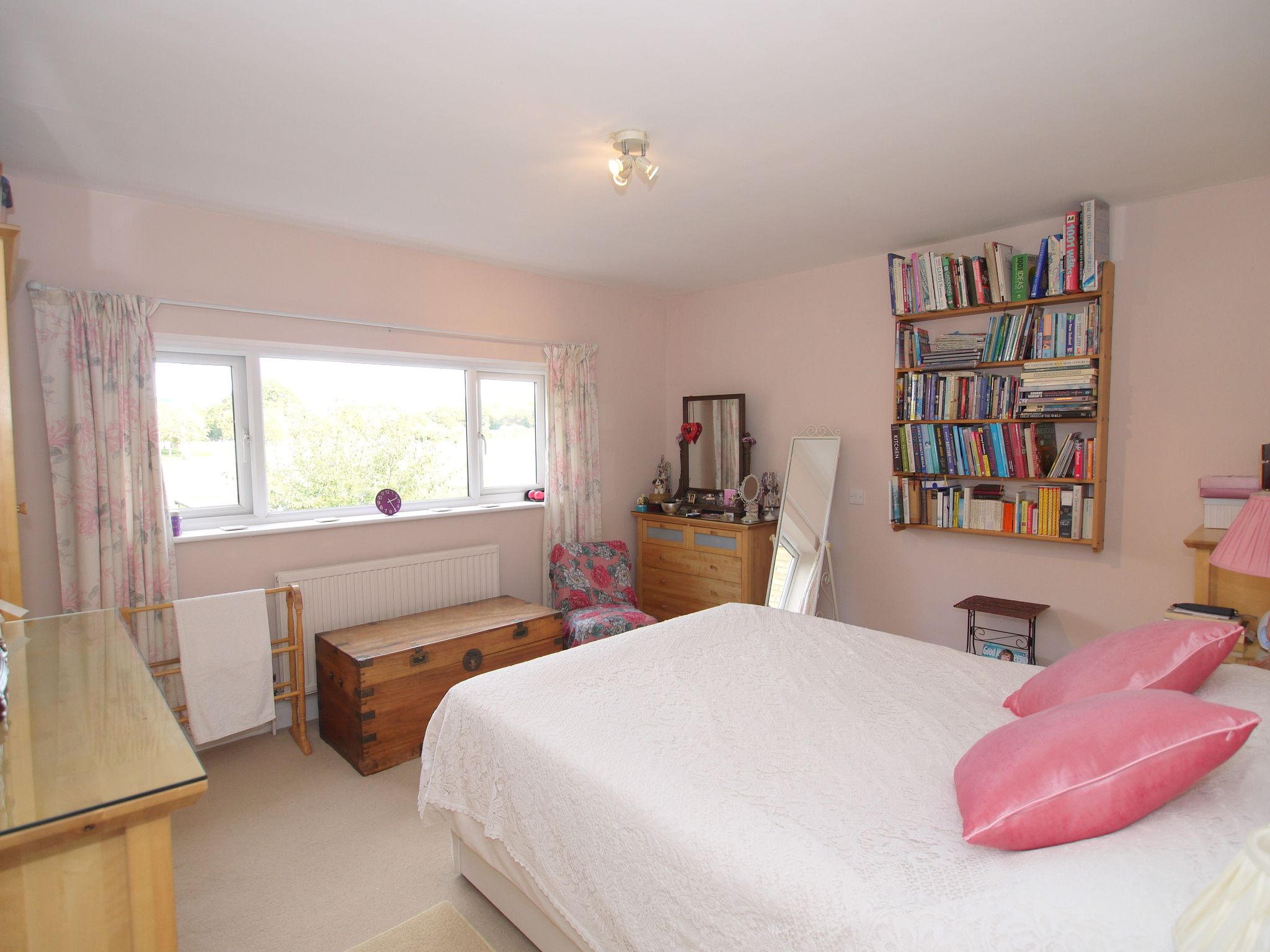 2 bedroom semi-detached house For Sale in Sevenoaks - Photograph 5