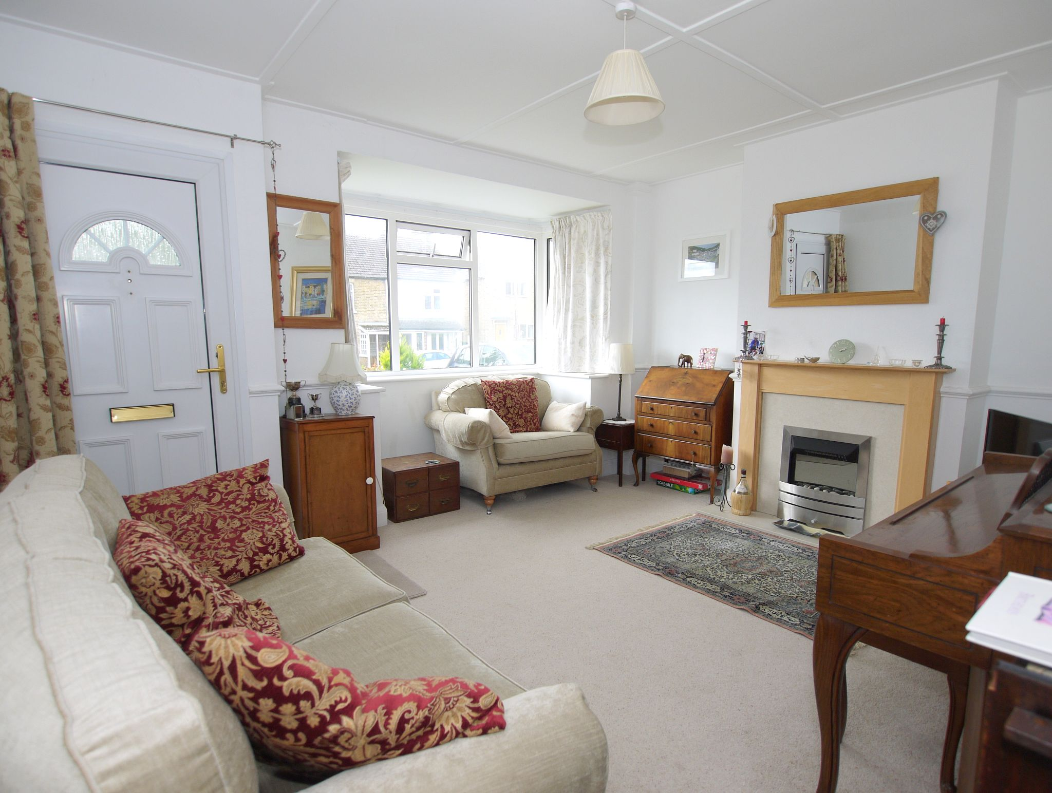 2 bedroom semi-detached house For Sale in Sevenoaks - Photograph 2