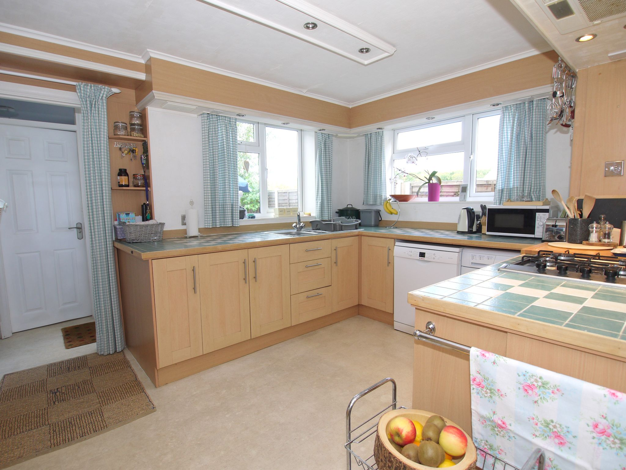 2 bedroom semi-detached house For Sale in Sevenoaks - Photograph 4