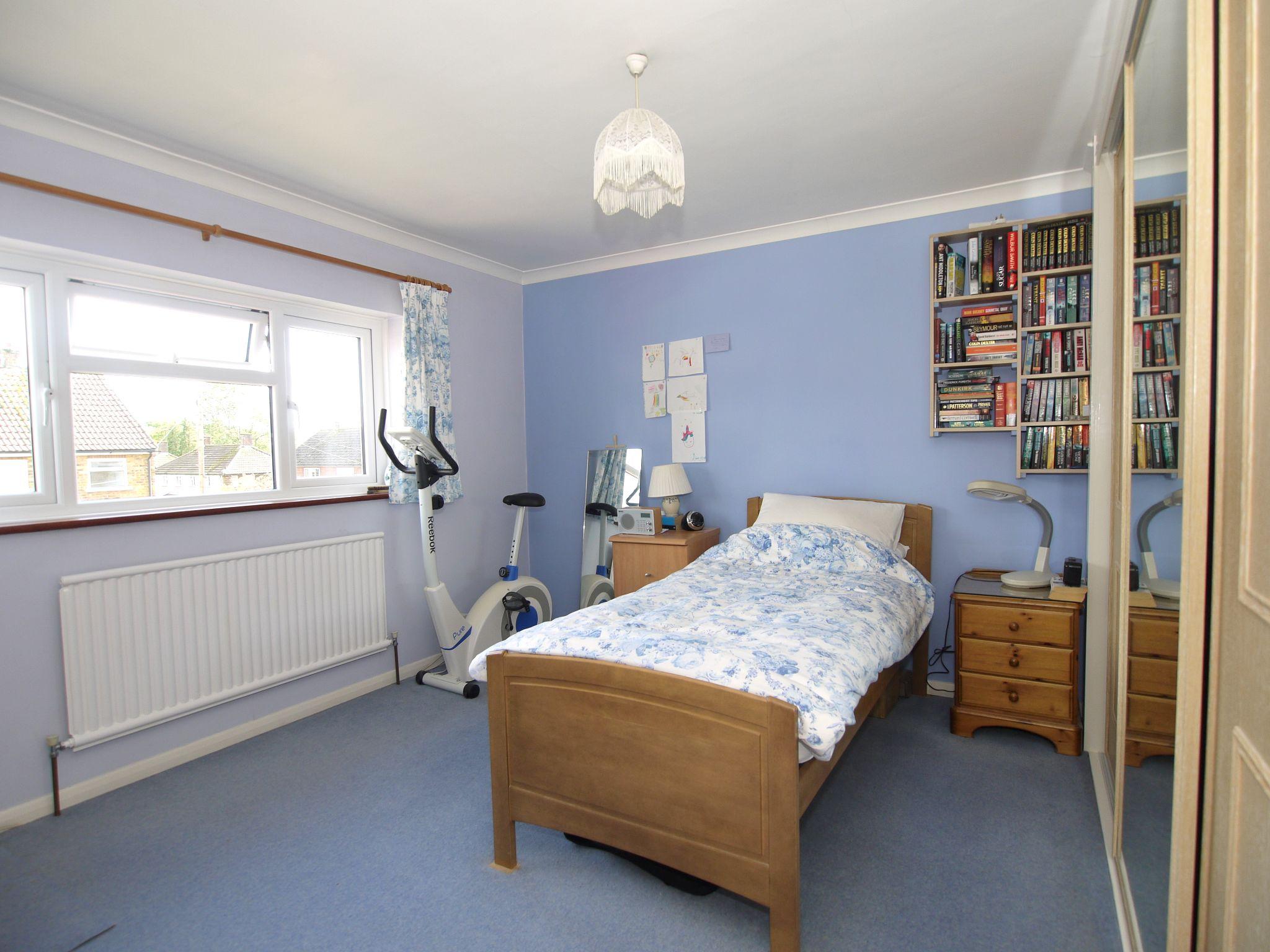 3 bedroom semi-detached house For Sale in Sevenoaks - Photograph 9