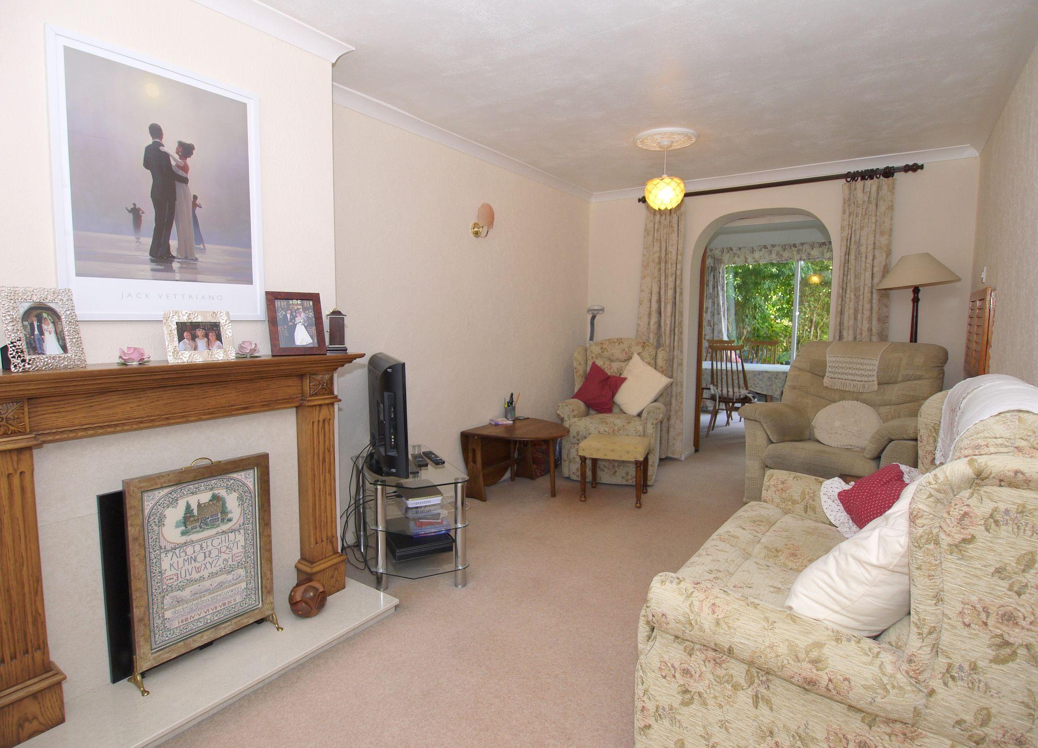 3 bedroom semi-detached house For Sale in Sevenoaks - Photograph 4