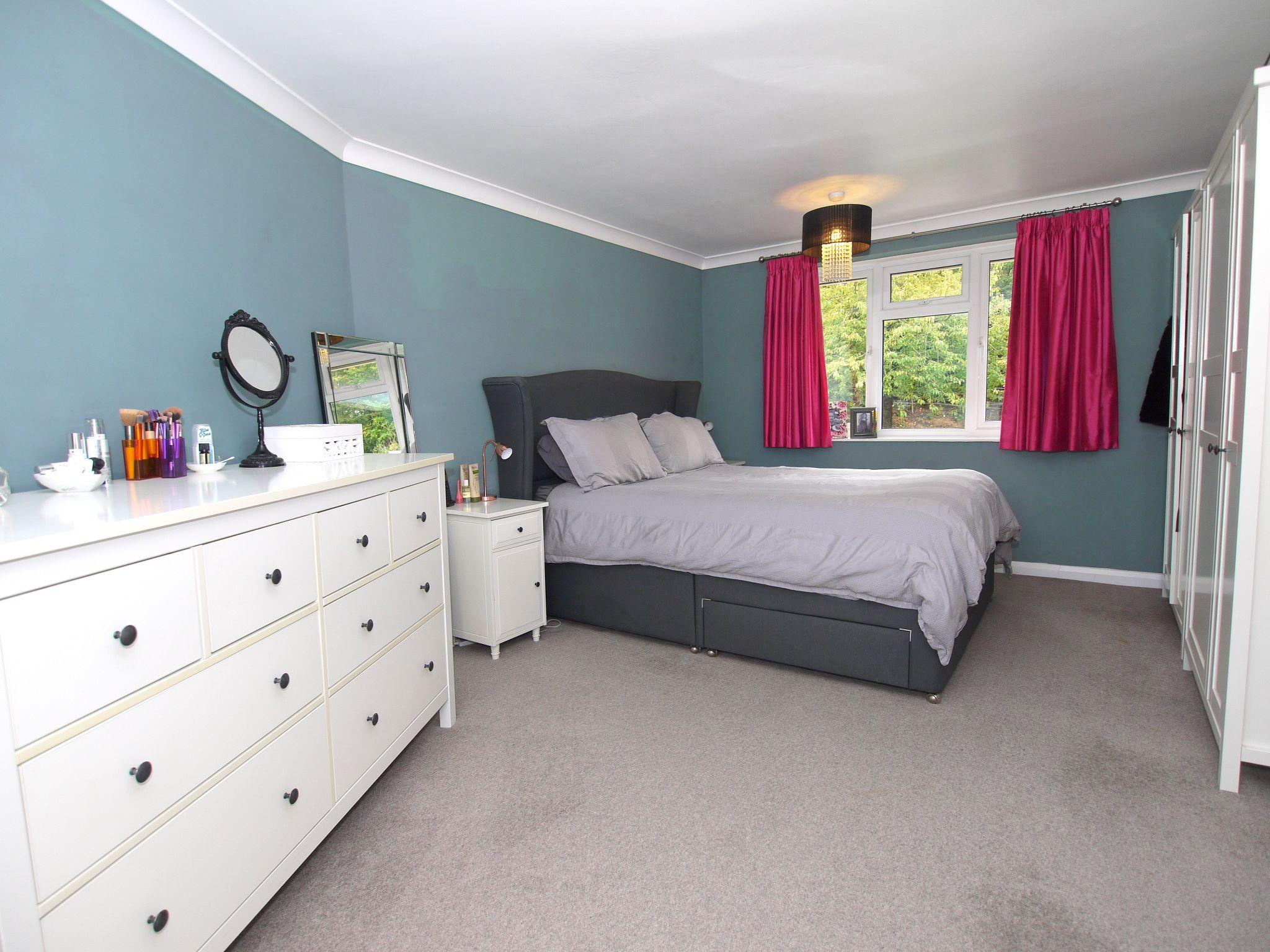 3 bedroom semi-detached house For Sale in Sevenoaks - Photograph 8
