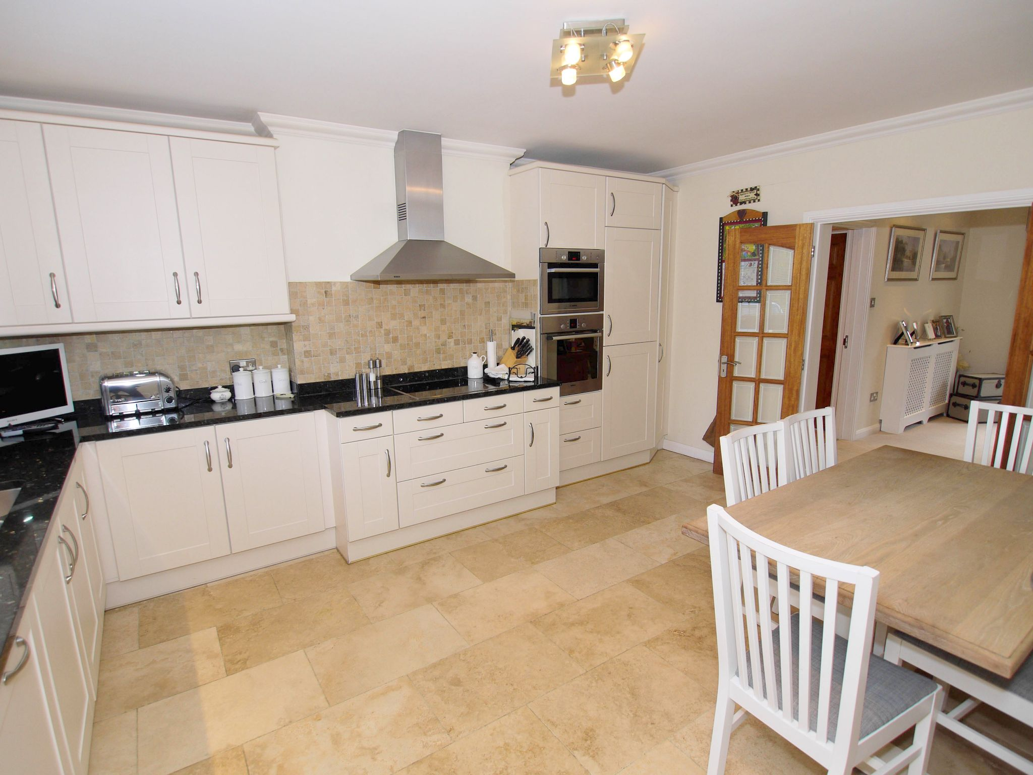 3 bedroom detached house Sold in Sevenoaks - Photograph 7