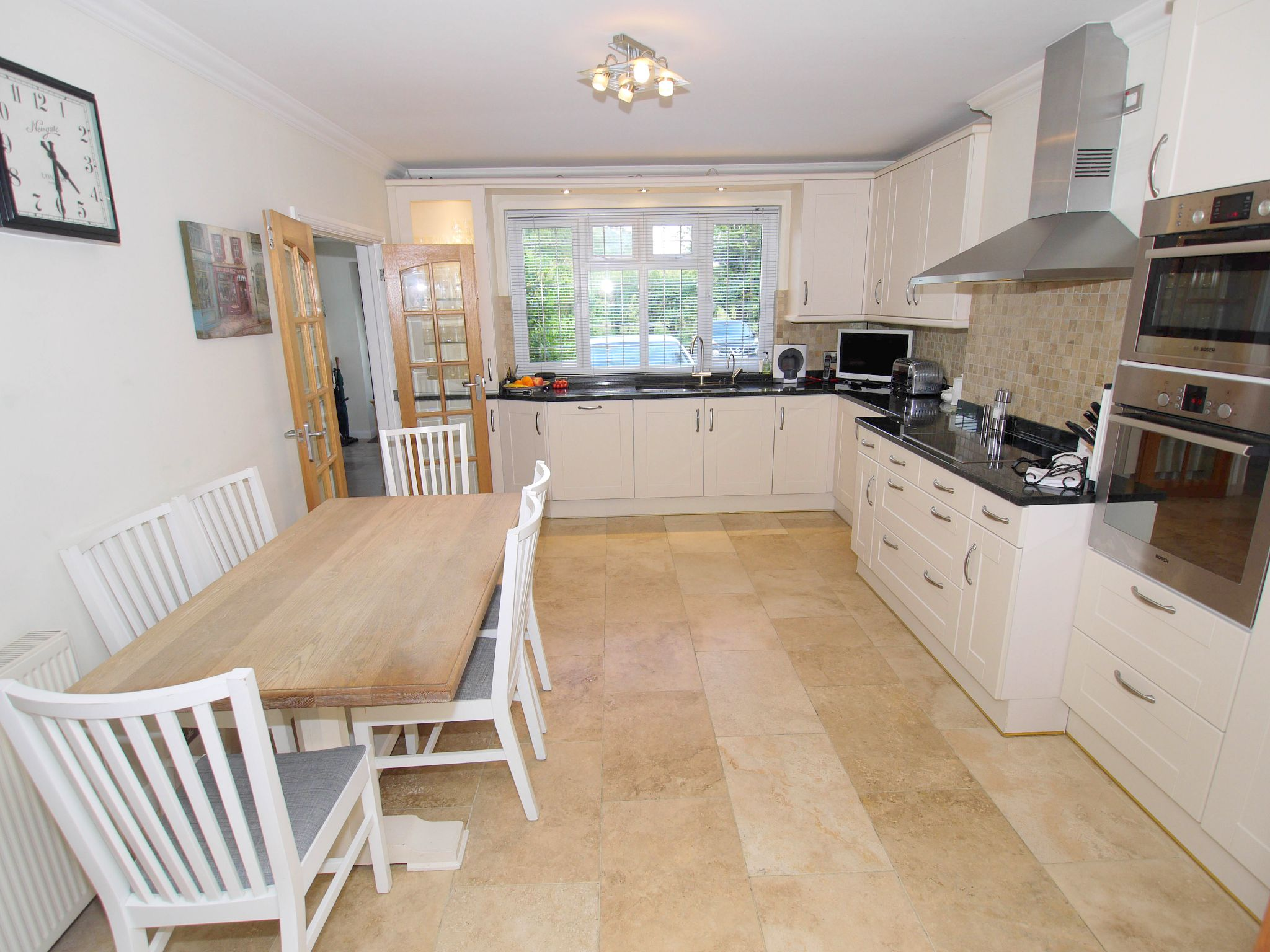 3 bedroom detached house Sold in Sevenoaks - Photograph 6