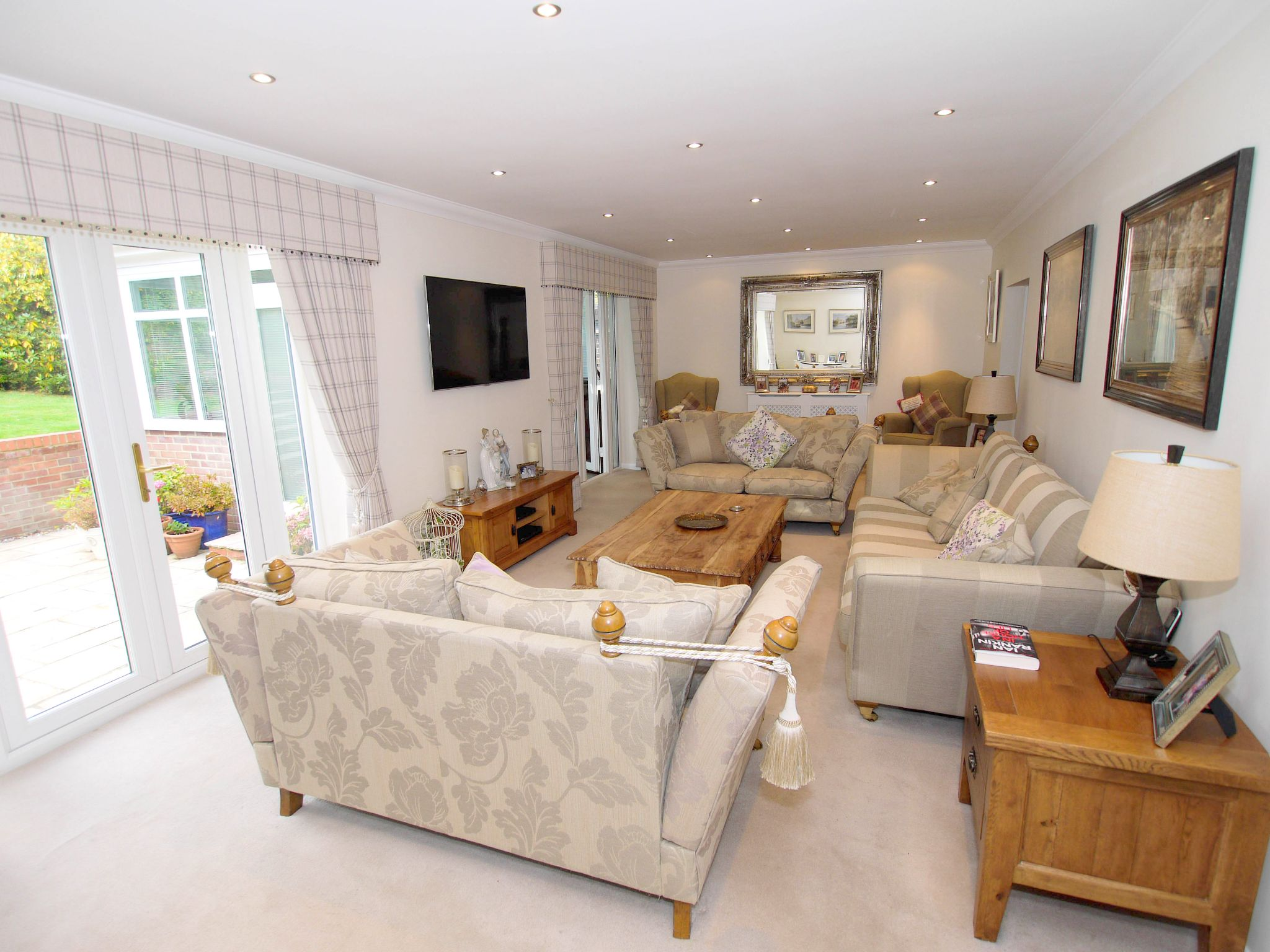3 bedroom detached house Sold in Sevenoaks - Photograph 3