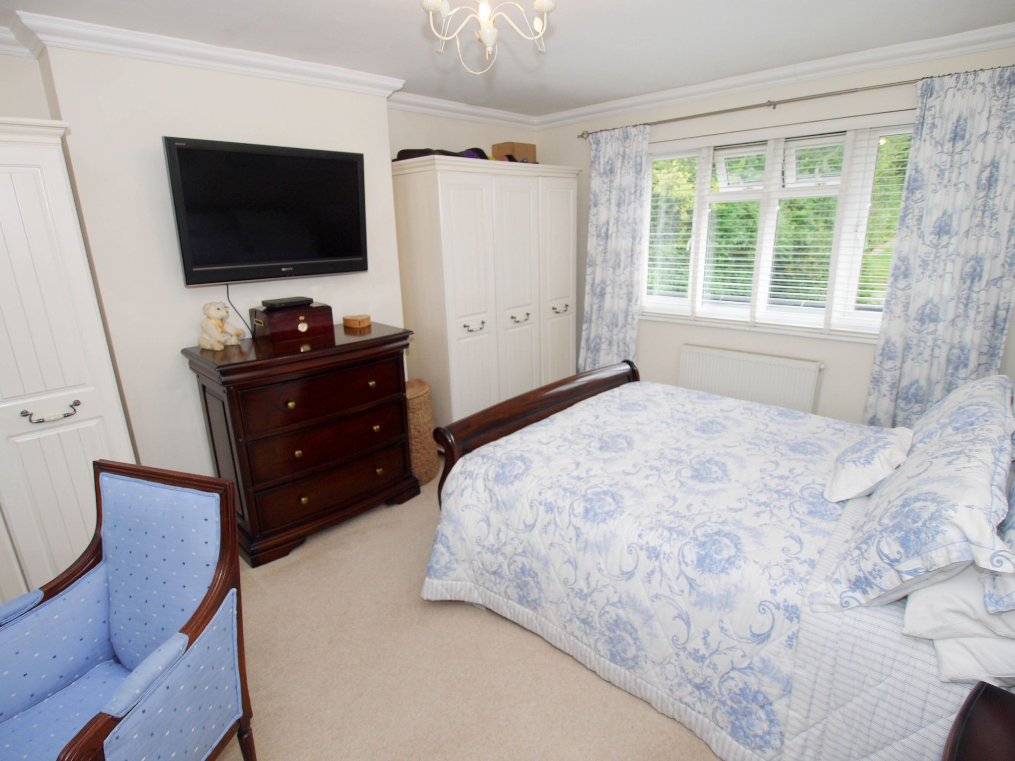 3 bedroom detached house Sold in Sevenoaks - Photograph 9