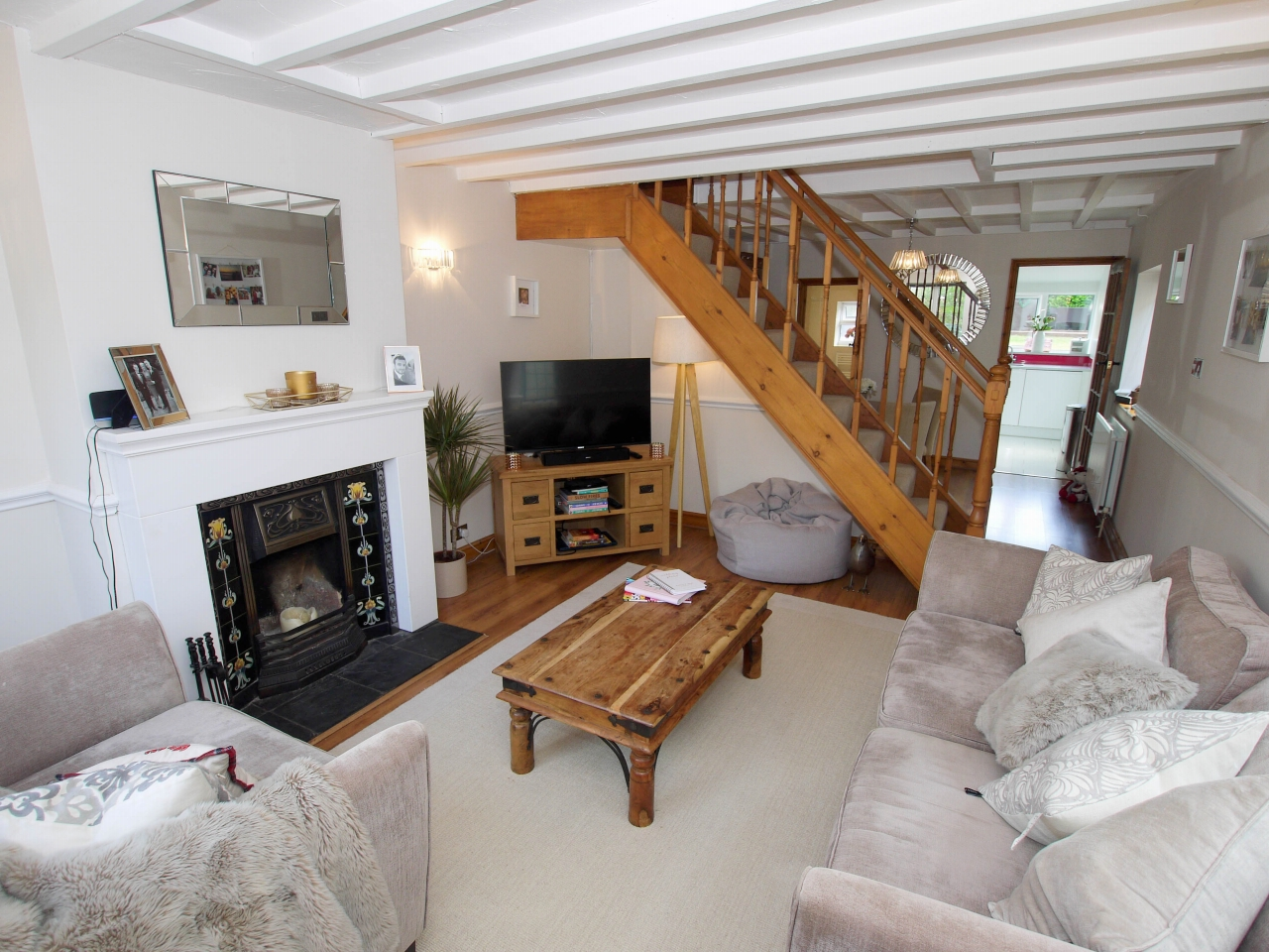2 bedroom end terraced house To Let in Sevenoaks - Photograph 2