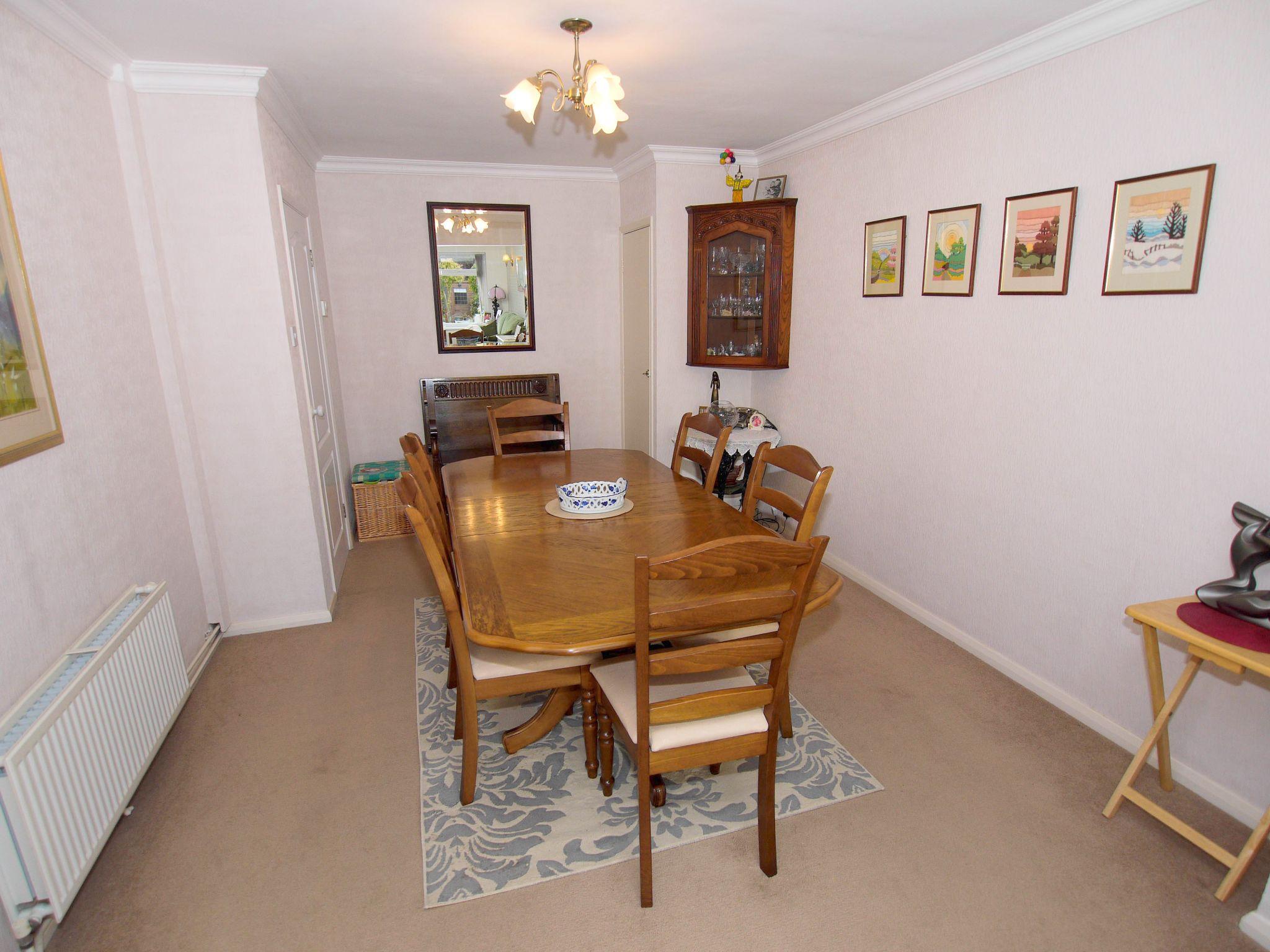 3 bedroom detached bungalow Sold in Sevenoaks - Photograph 5
