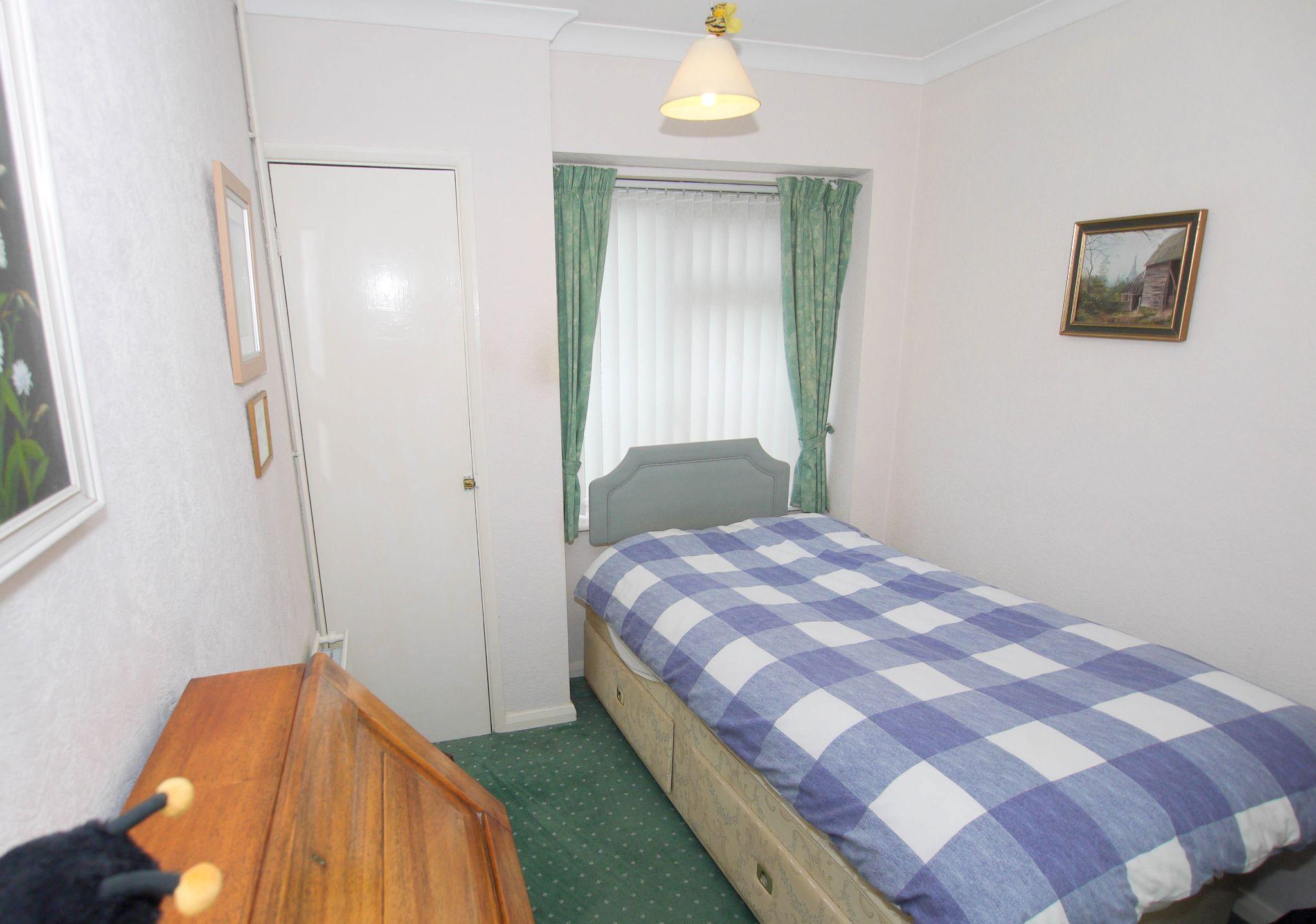 3 bedroom detached bungalow Sold in Sevenoaks - Photograph 7