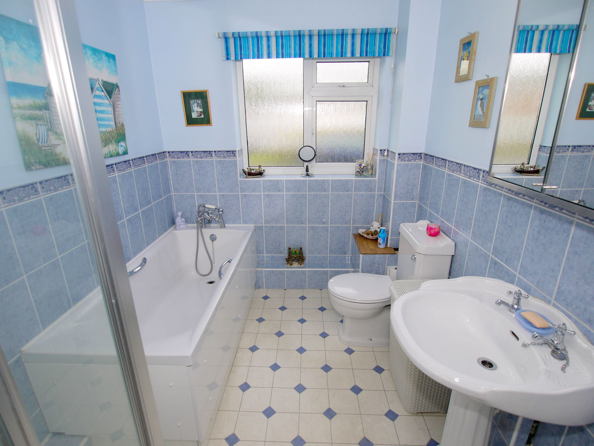 3 bedroom detached bungalow Sold in Sevenoaks - Photograph 8