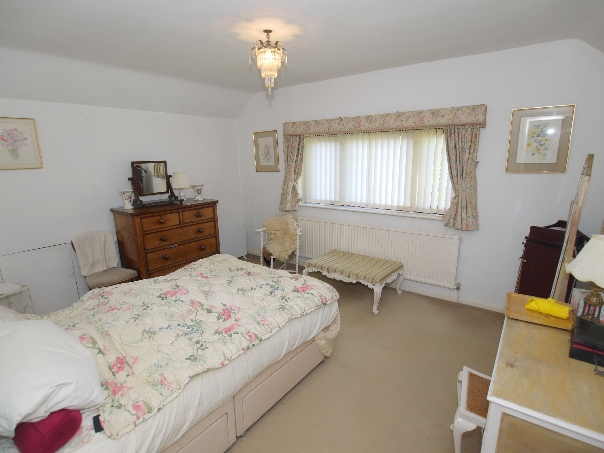 3 bedroom detached house Sold in Sevenoaks - Photograph 5