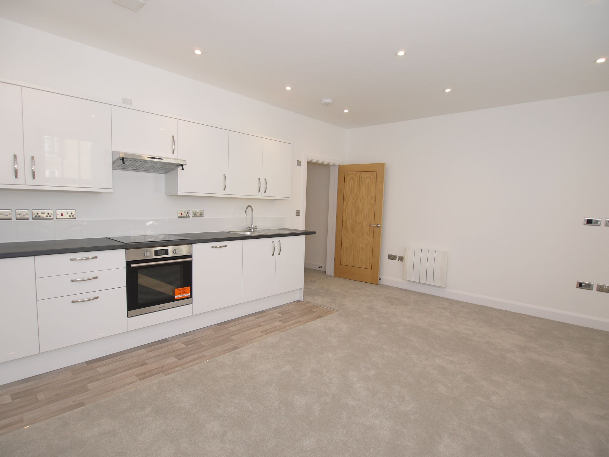 1 bedroom apartment flat/apartment To Let in Sevenoaks - Photograph 3
