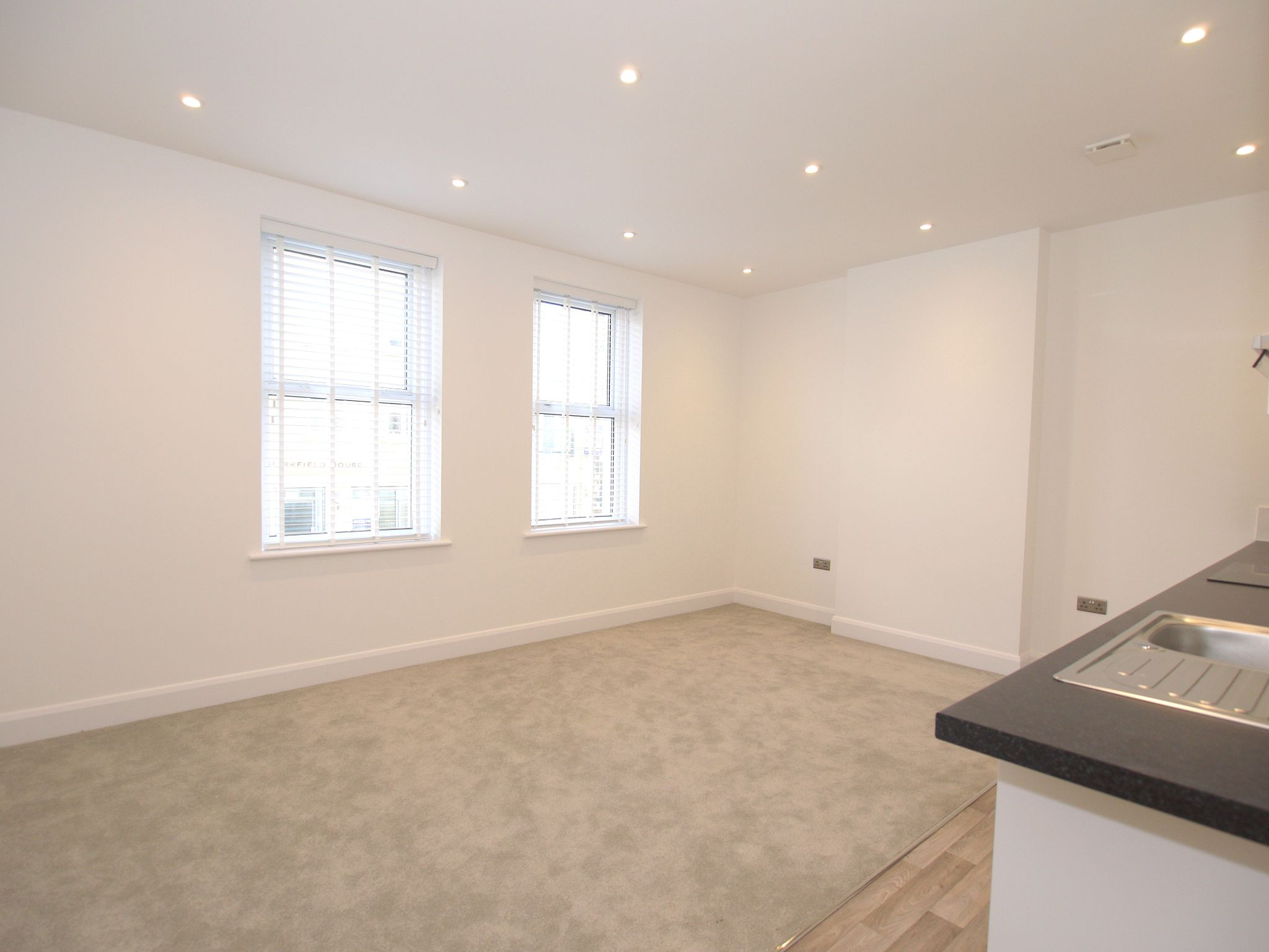 1 bedroom apartment flat/apartment To Let in Sevenoaks - Photograph 2