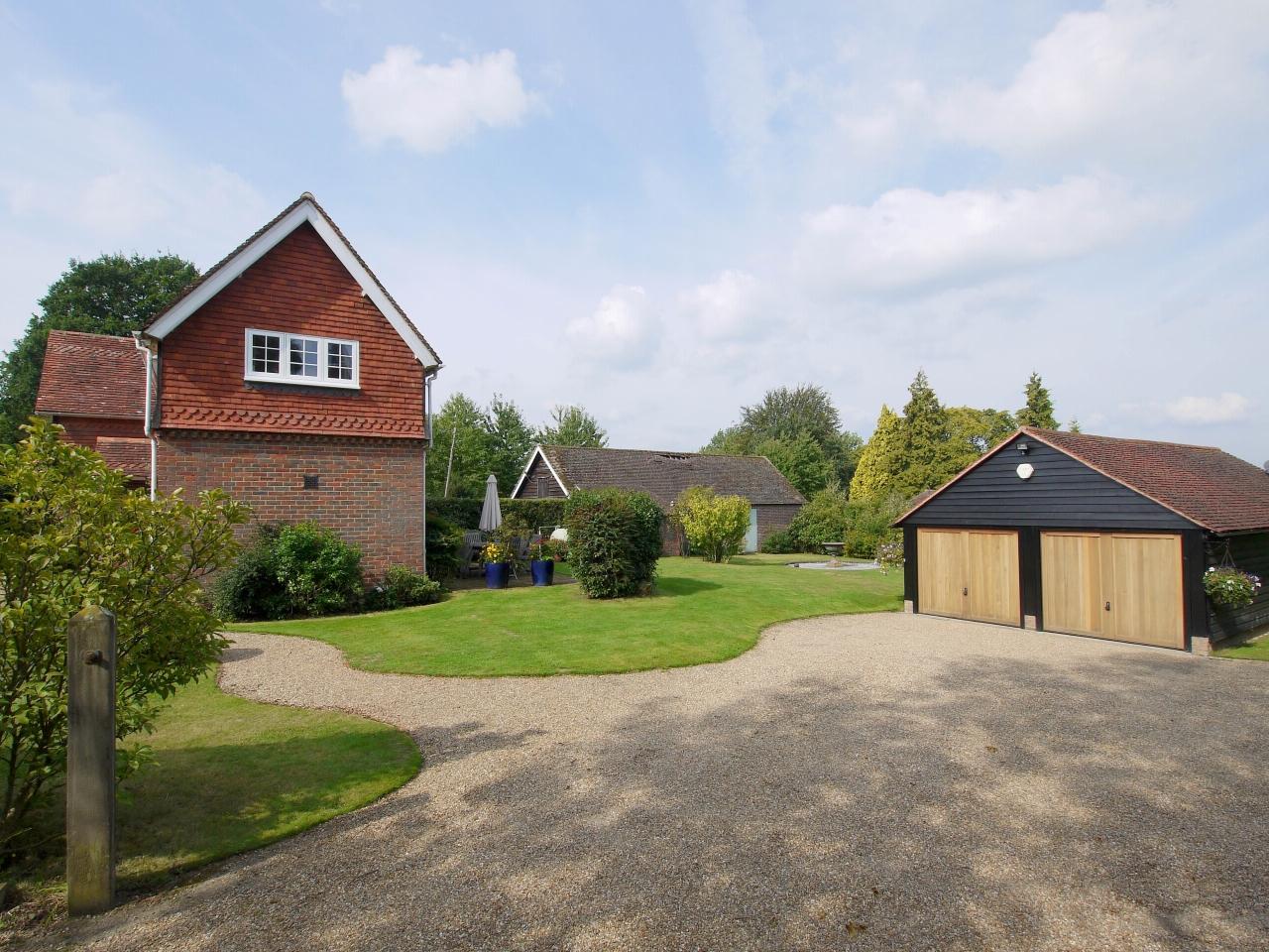 4 bedroom detached house Sold in Tonbridge - Photograph 2