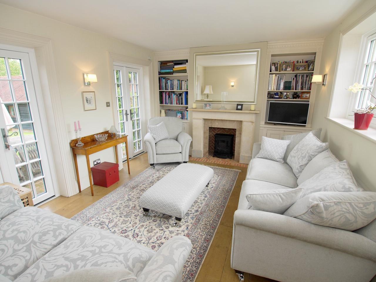 4 bedroom detached house Sold in Tonbridge - Photograph 3