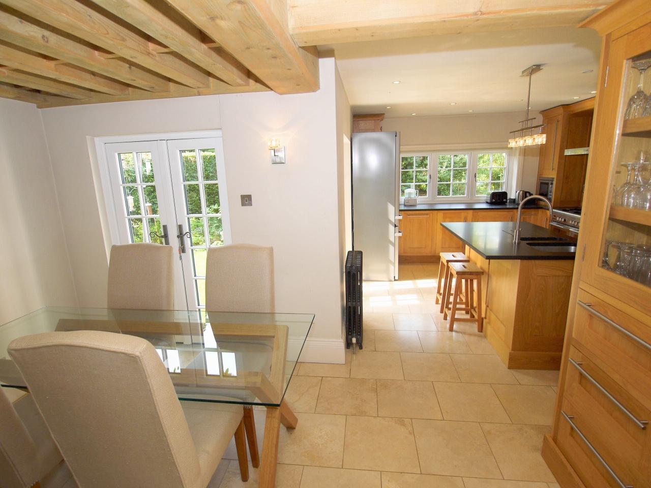 4 bedroom detached house Sold in Tonbridge - Photograph 4