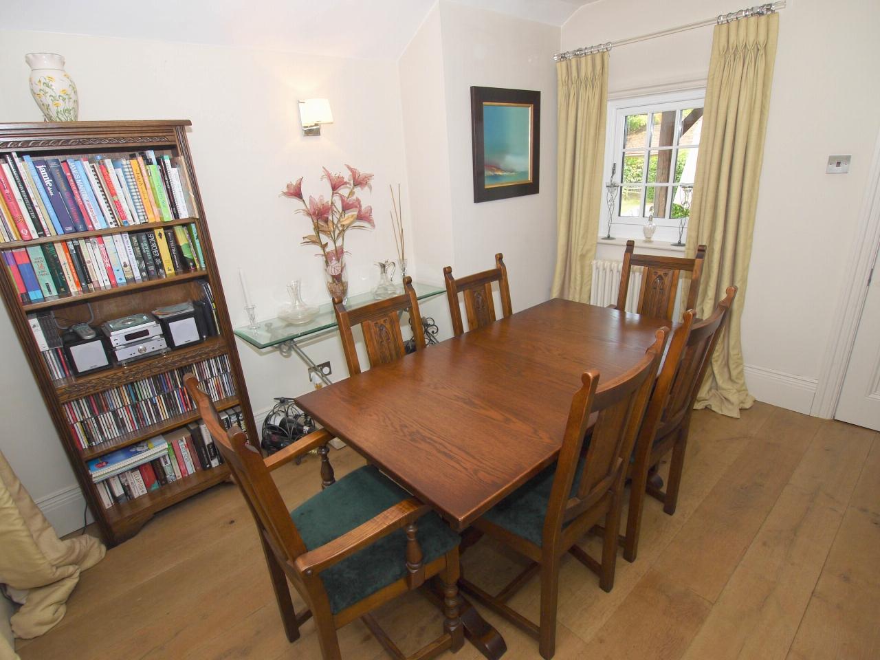 4 bedroom detached house Sold in Tonbridge - Photograph 7