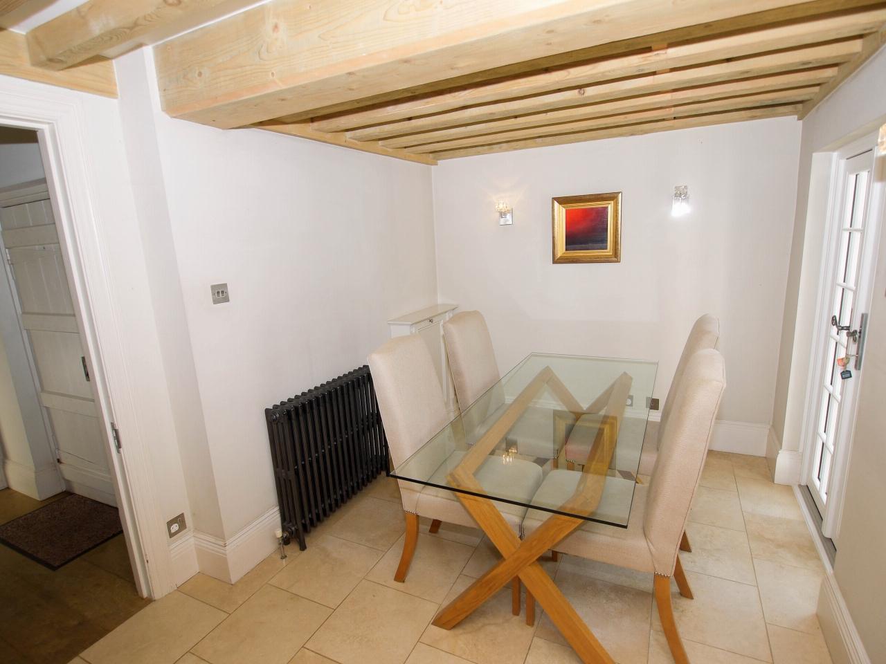 4 bedroom detached house Sold in Tonbridge - Photograph 6