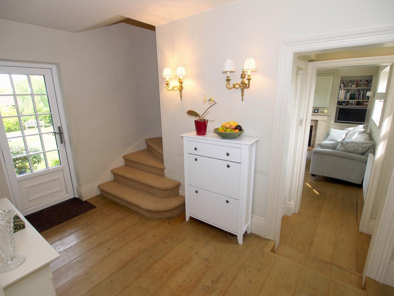 4 bedroom detached house Sold in Tonbridge - Photograph 8