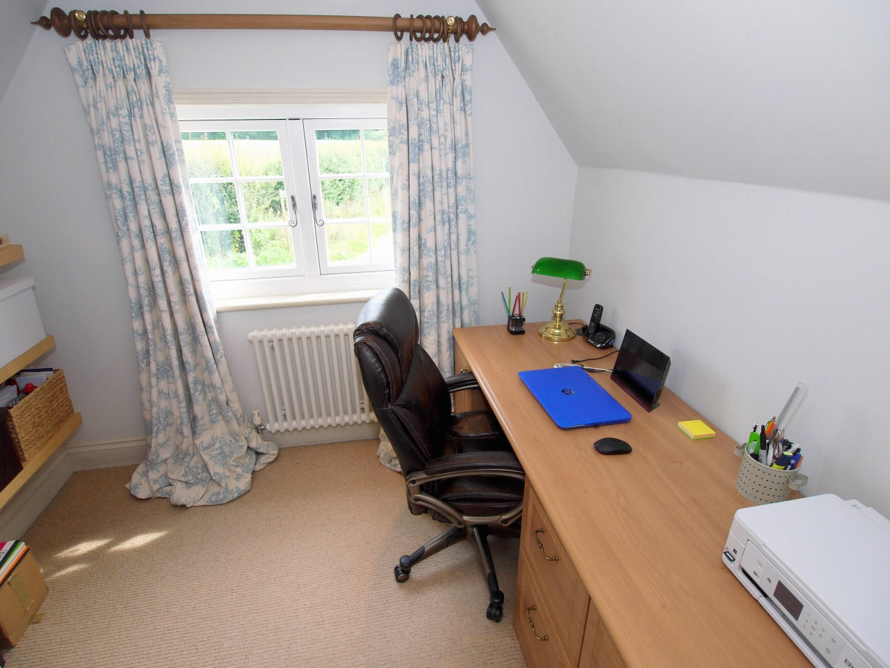 4 bedroom detached house Sold in Tonbridge - Photograph 9