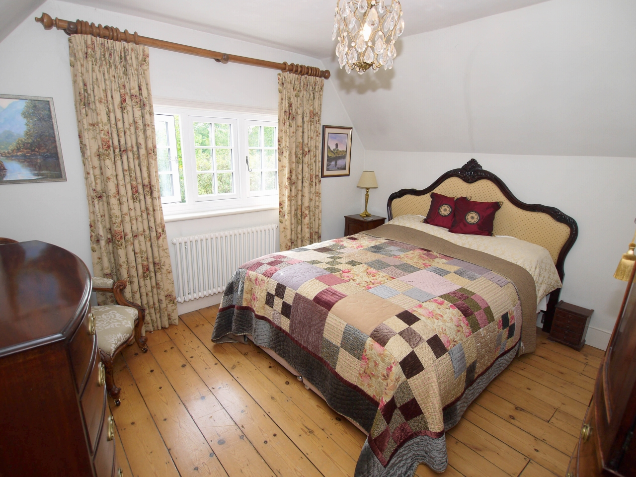 4 bedroom detached house Sold in Tonbridge - Photograph 10