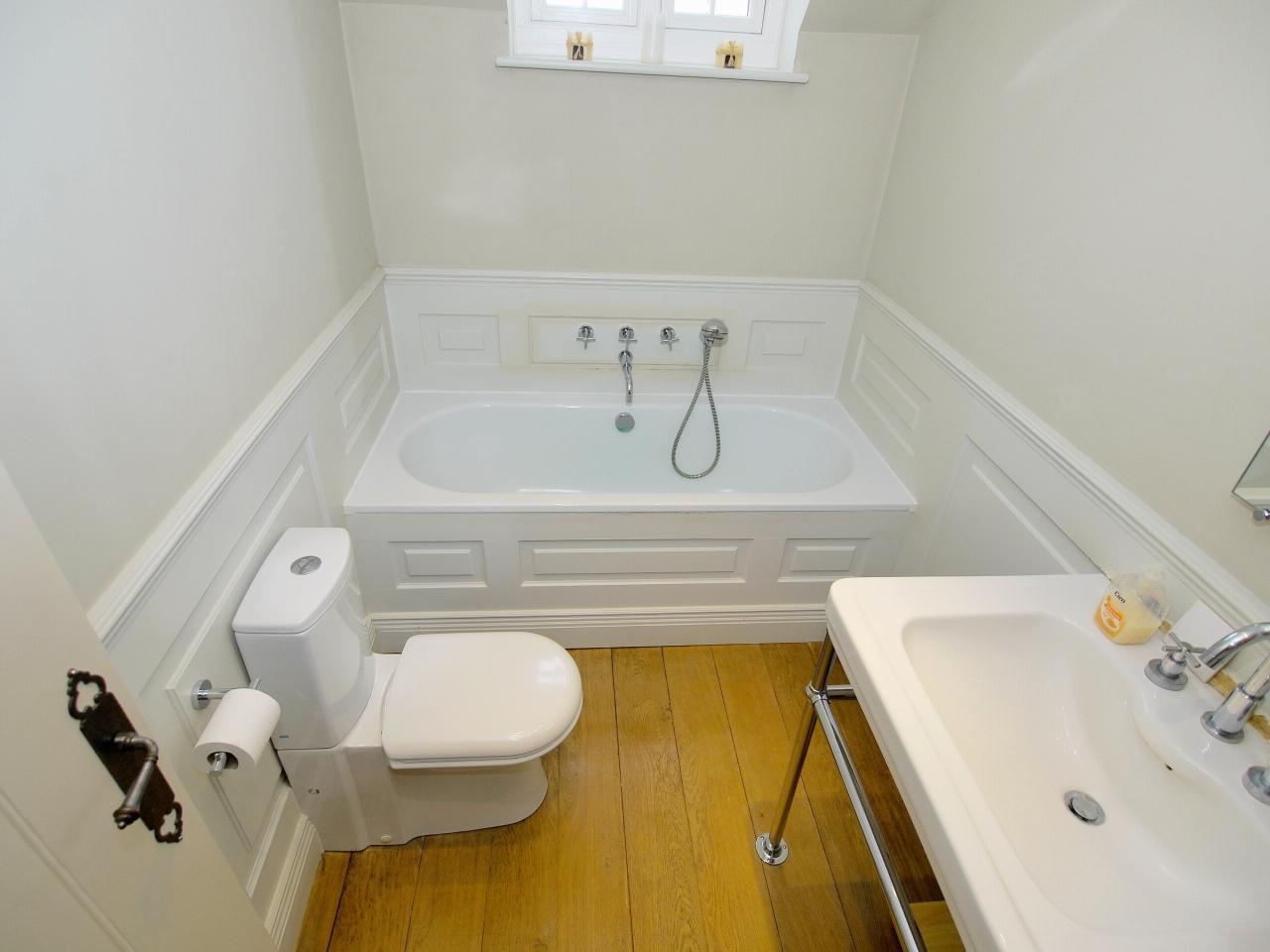 4 bedroom detached house Sold in Tonbridge - Photograph 12