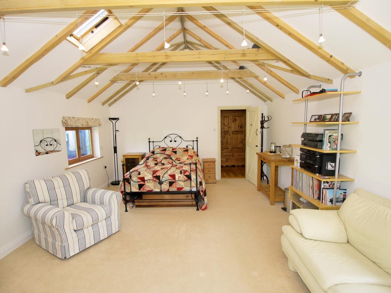 4 bedroom detached house Sold in Tonbridge - Photograph 14