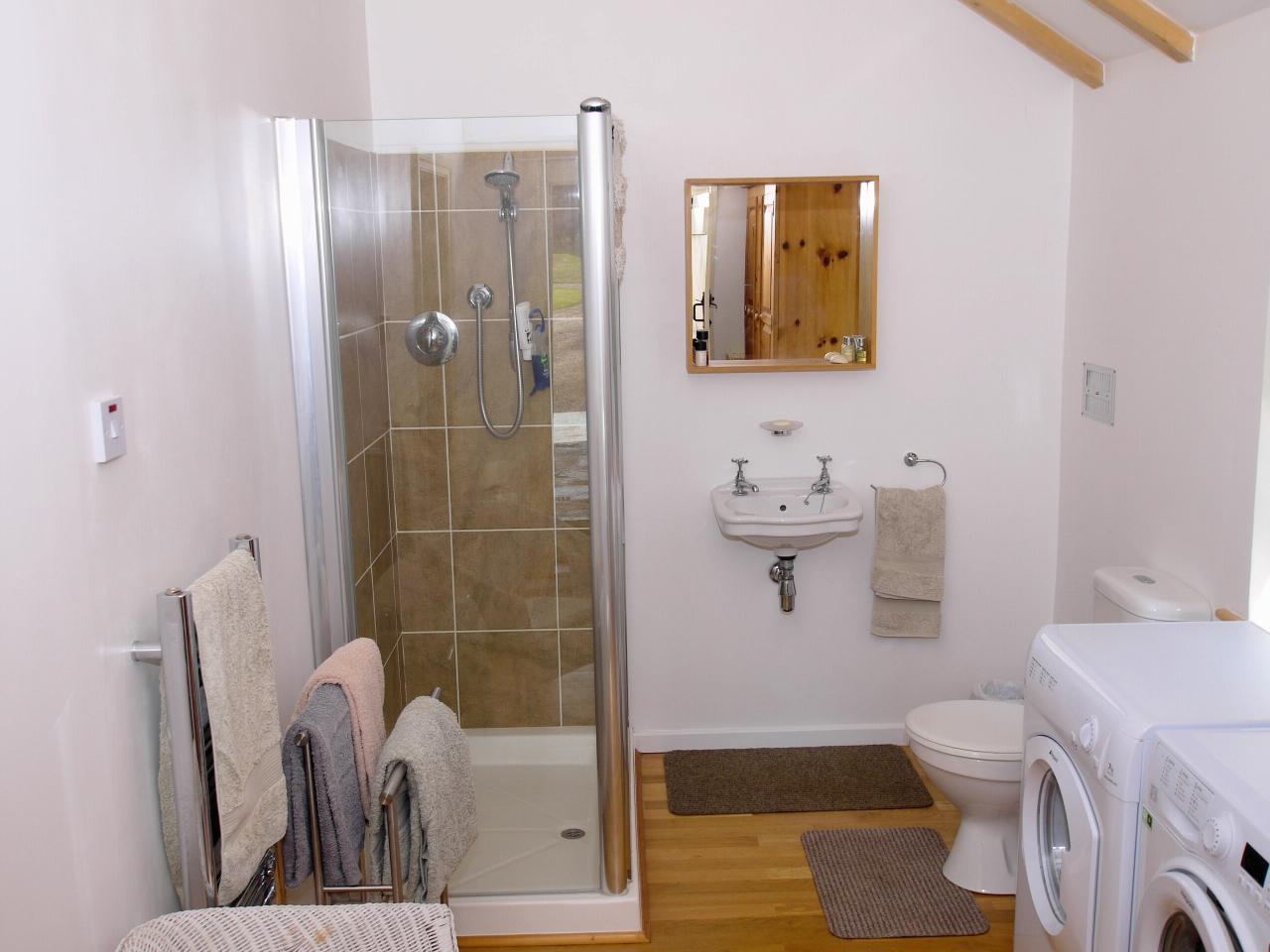 4 bedroom detached house Sold in Tonbridge - Photograph 15