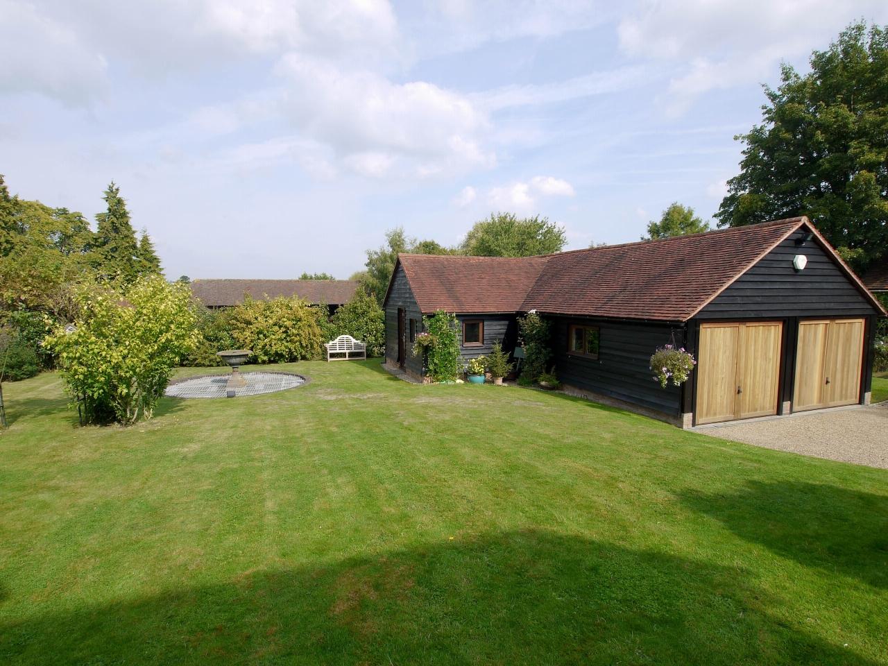 4 bedroom detached house Sold in Tonbridge - Photograph 17