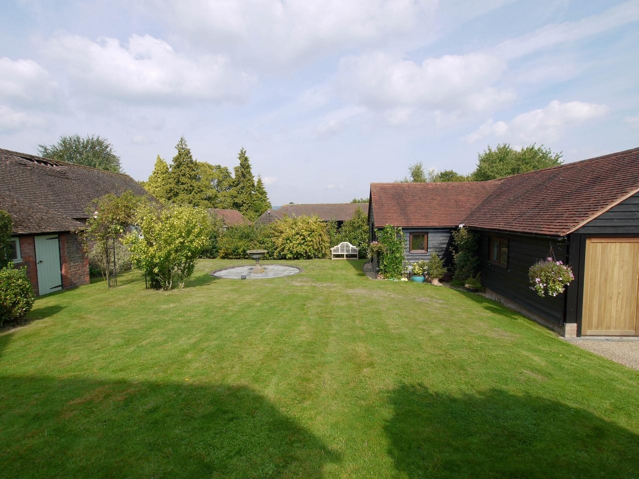 4 bedroom detached house Sold in Tonbridge - Photograph 18