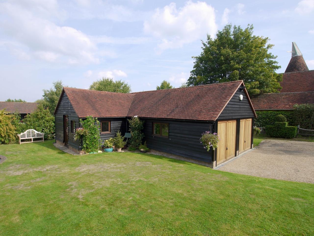 4 bedroom detached house Sold in Tonbridge - Photograph 19