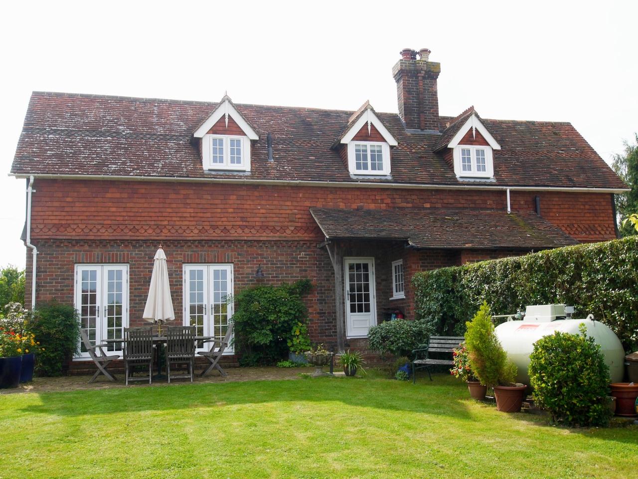 4 bedroom detached house Sold in Tonbridge - Photograph 16