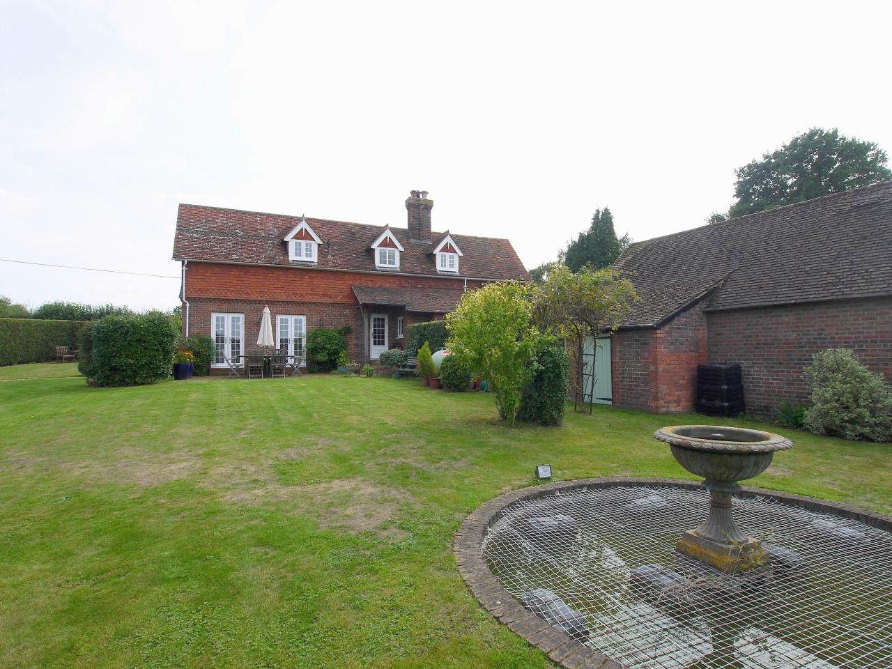 4 bedroom detached house Sold in Tonbridge - Photograph 20