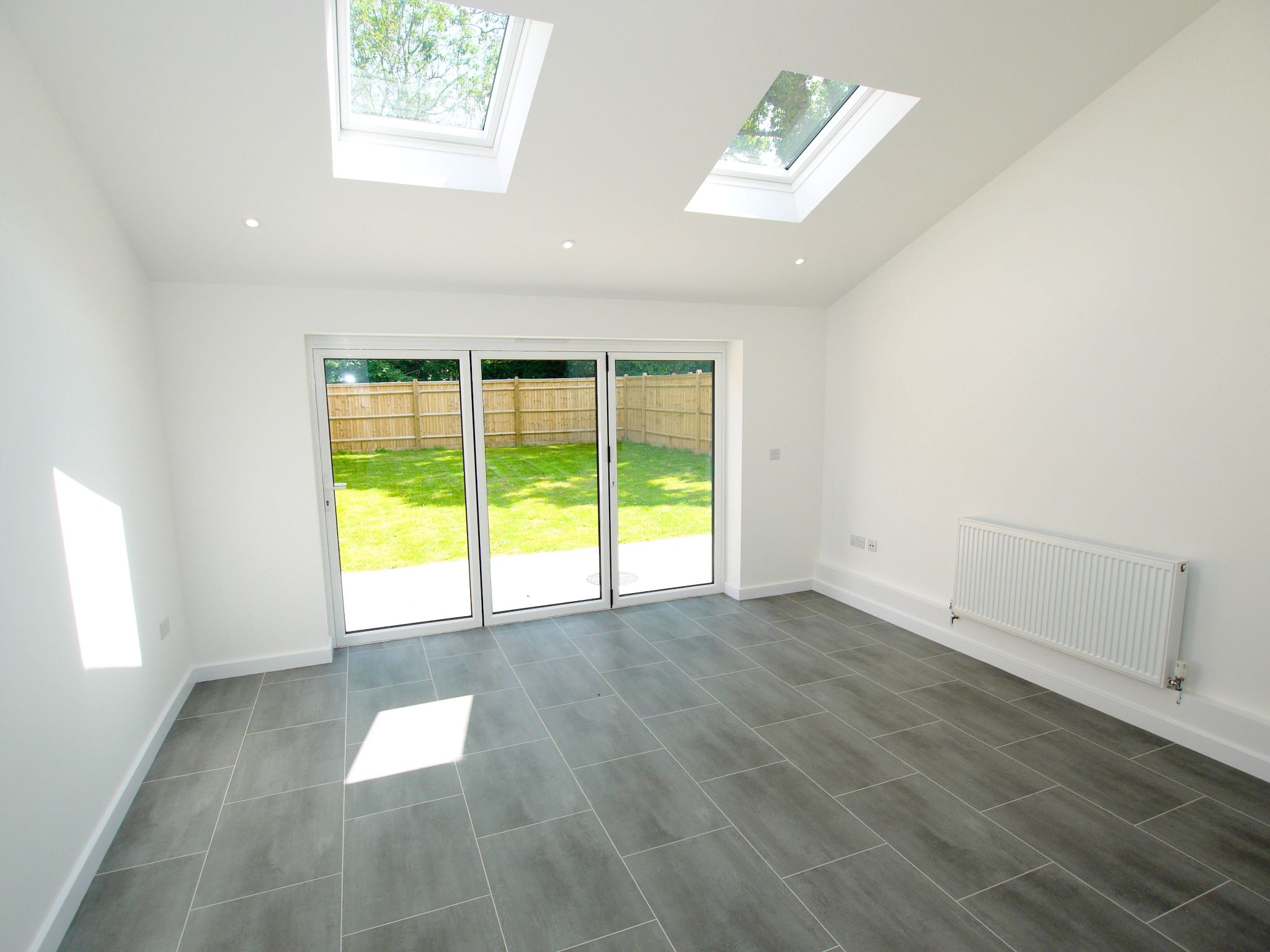 4 bedroom end terraced house Sold in Tonbridge - Photograph 2