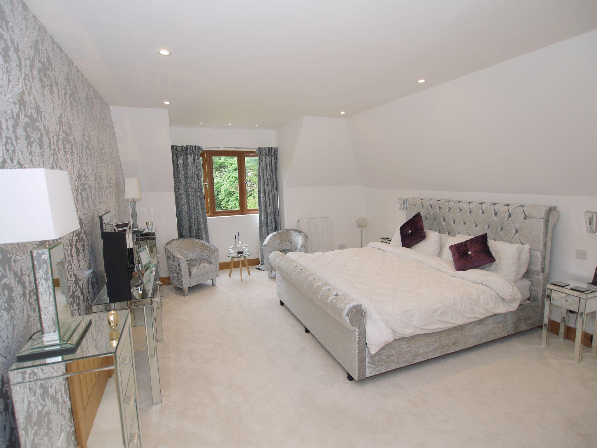 5 bedroom detached house Sold in Sevenoaks - Photograph 8