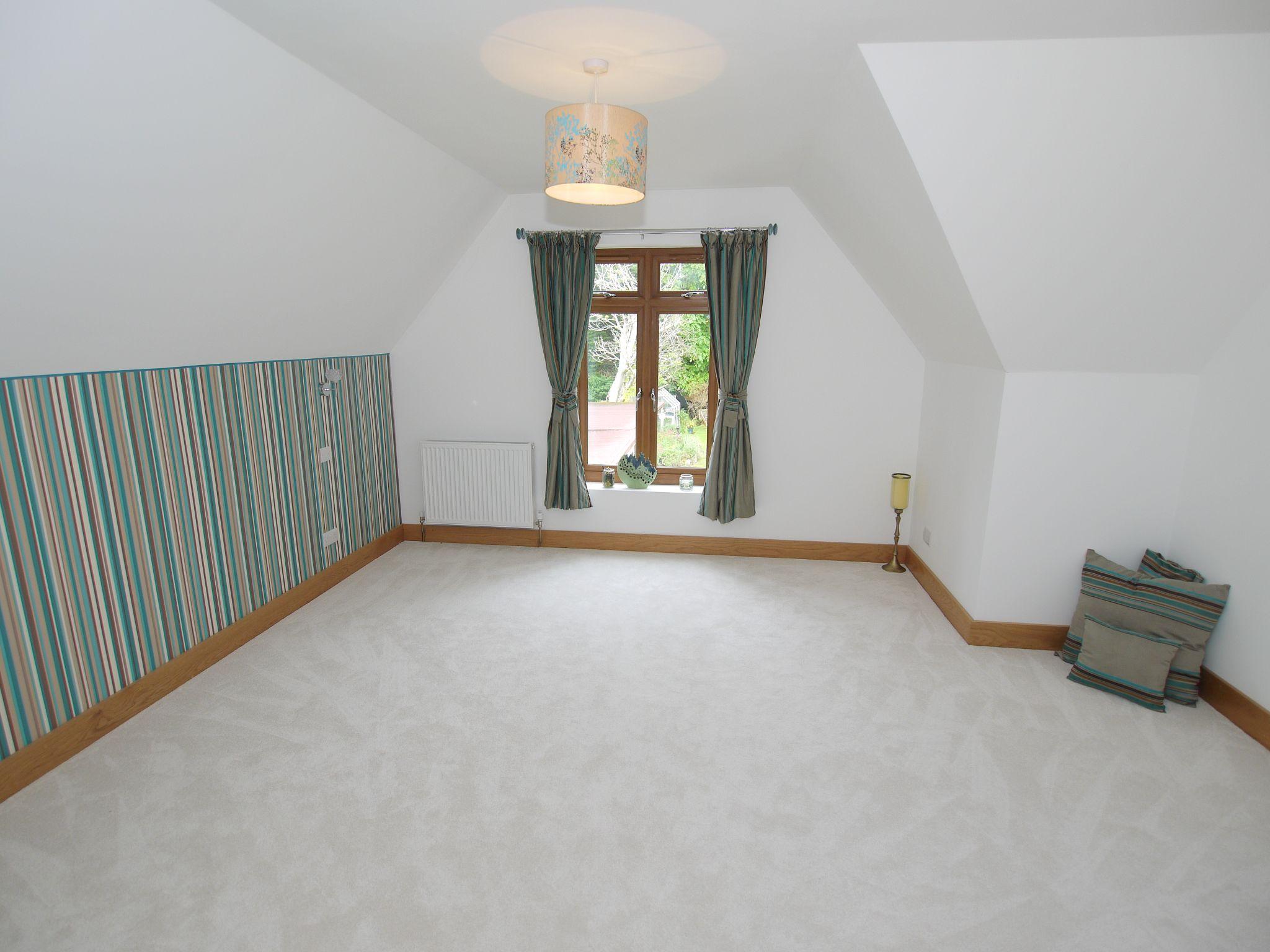 5 bedroom detached house Sold in Sevenoaks - Photograph 11