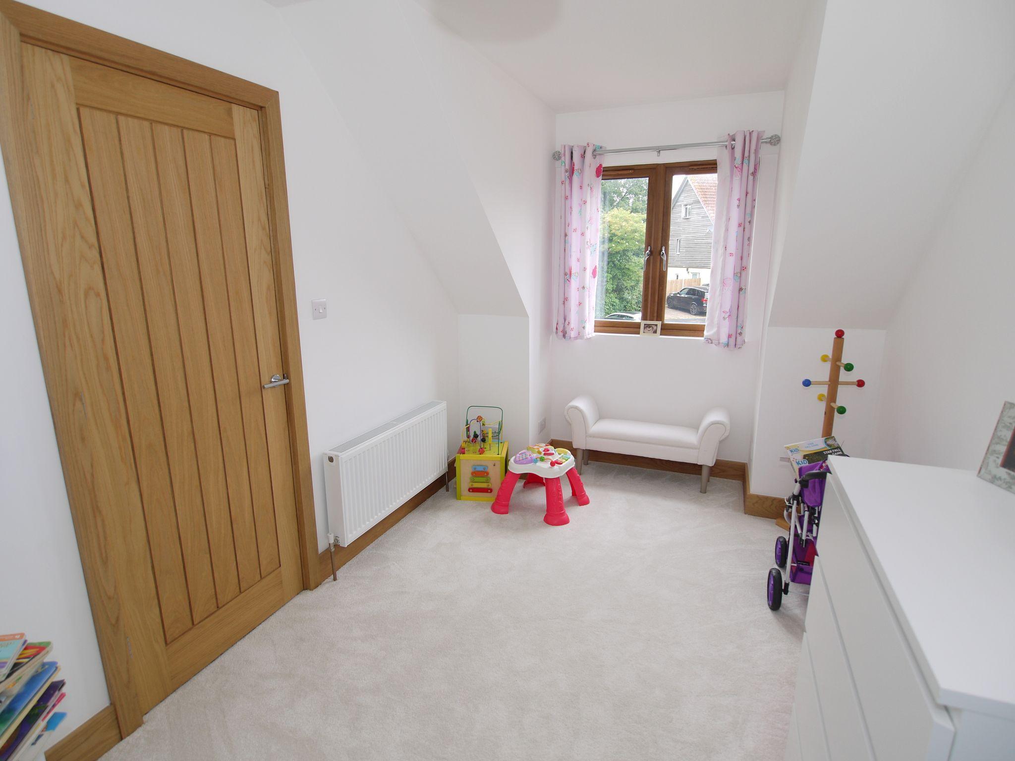 5 bedroom detached house Sold in Sevenoaks - Photograph 15