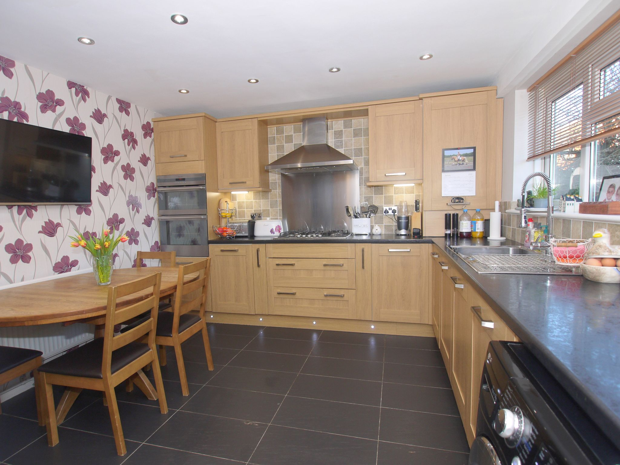3 bedroom mid terraced house For Sale in Sevenoaks - Photograph 5