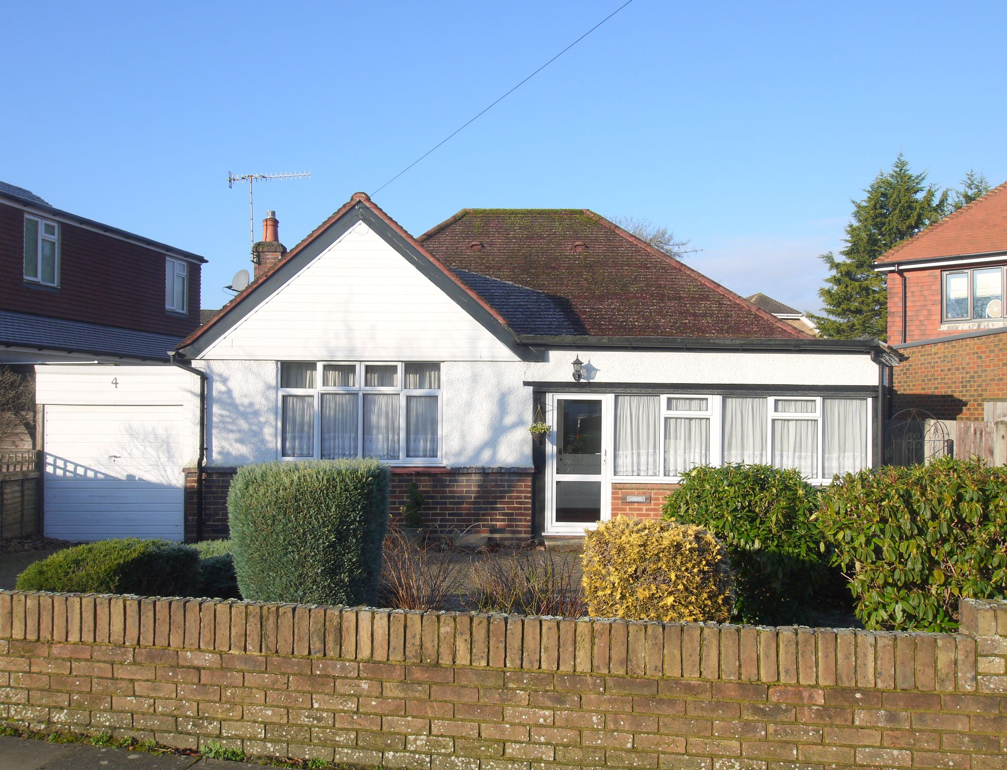 3 bedroom detached bungalow Sold in Sevenoaks - Photograph 1