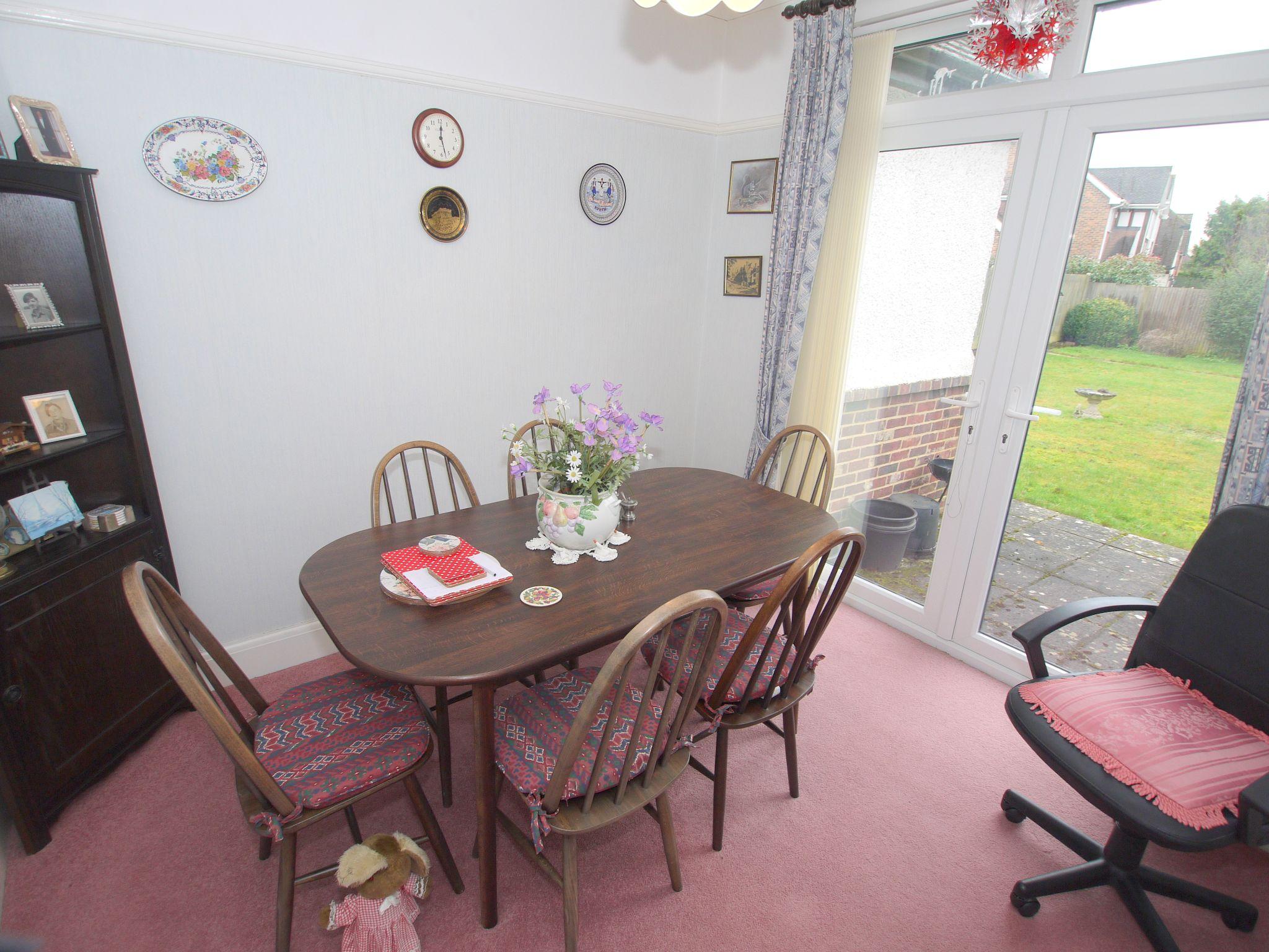 3 bedroom detached bungalow Sold in Sevenoaks - Photograph 3
