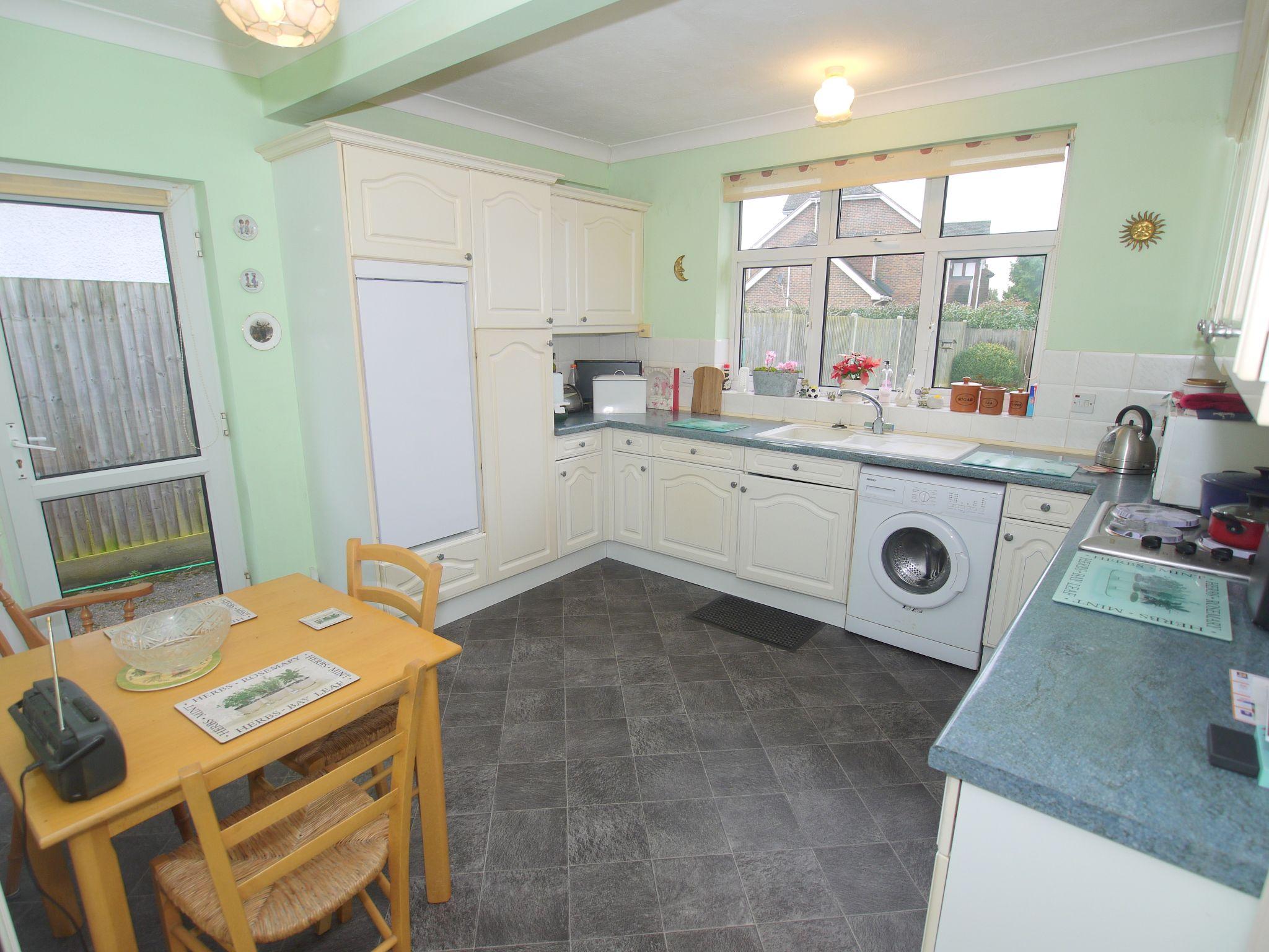 3 bedroom detached bungalow Sold in Sevenoaks - Photograph 4