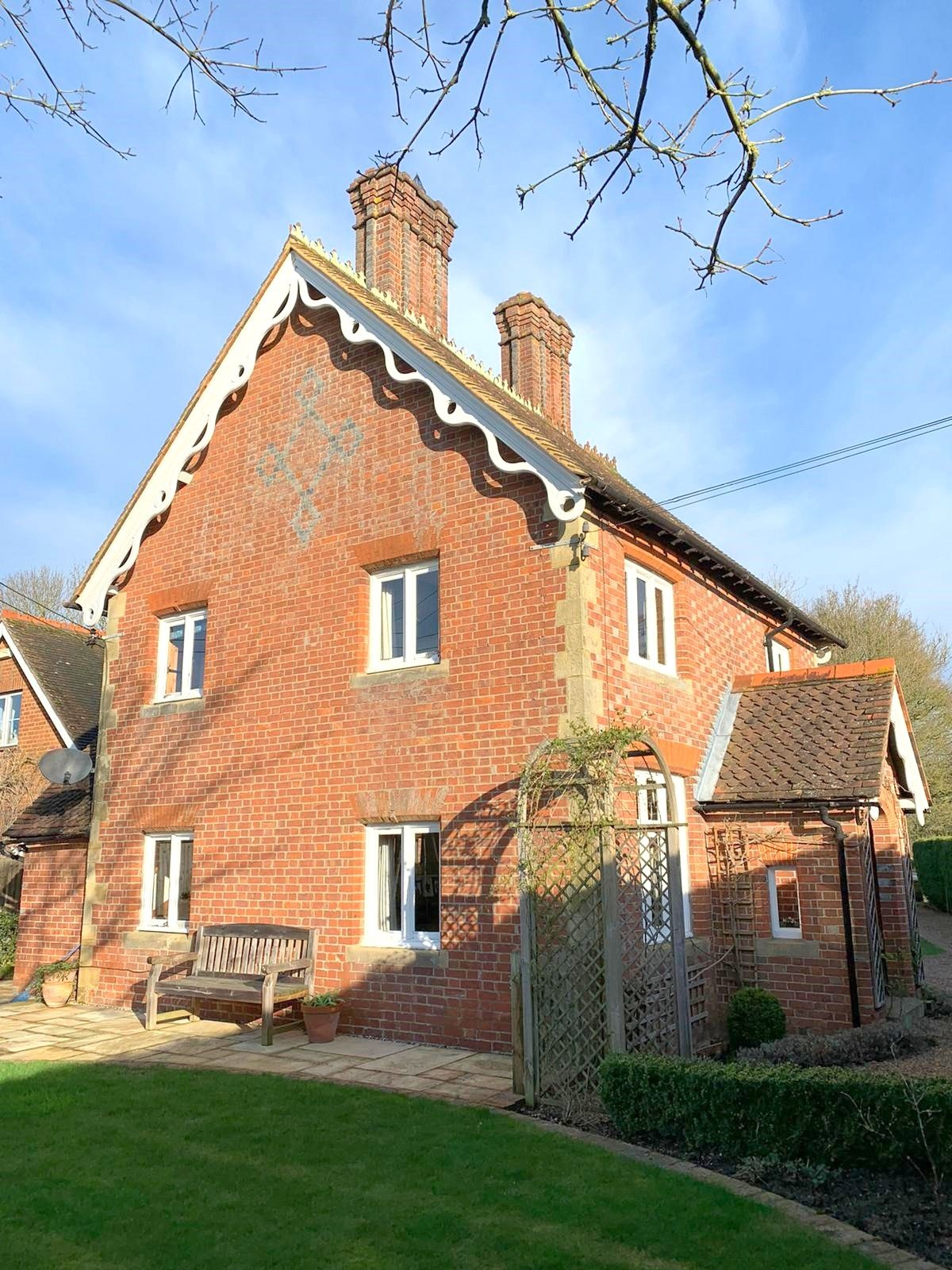 3 bedroom detached house Sale Agreed in Tonbridge - Photograph 16