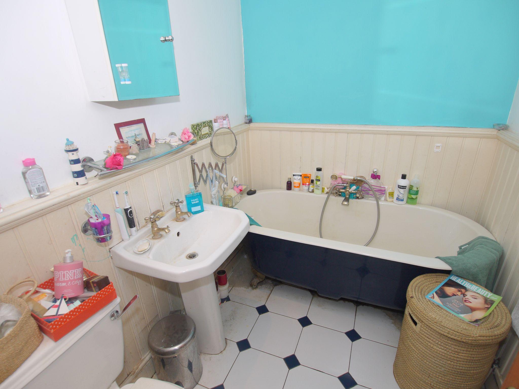3 bedroom mid terraced house For Sale in Sevenoaks - Photograph 7