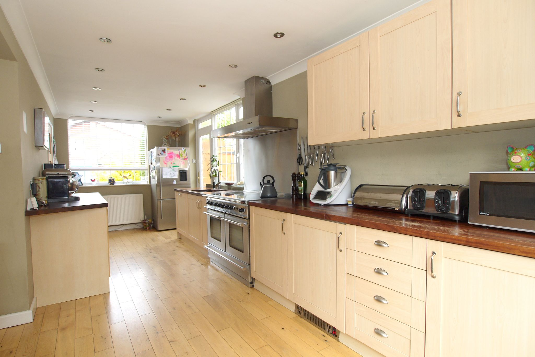 4 bedroom detached house Sold in Sevenoaks - Photograph 5