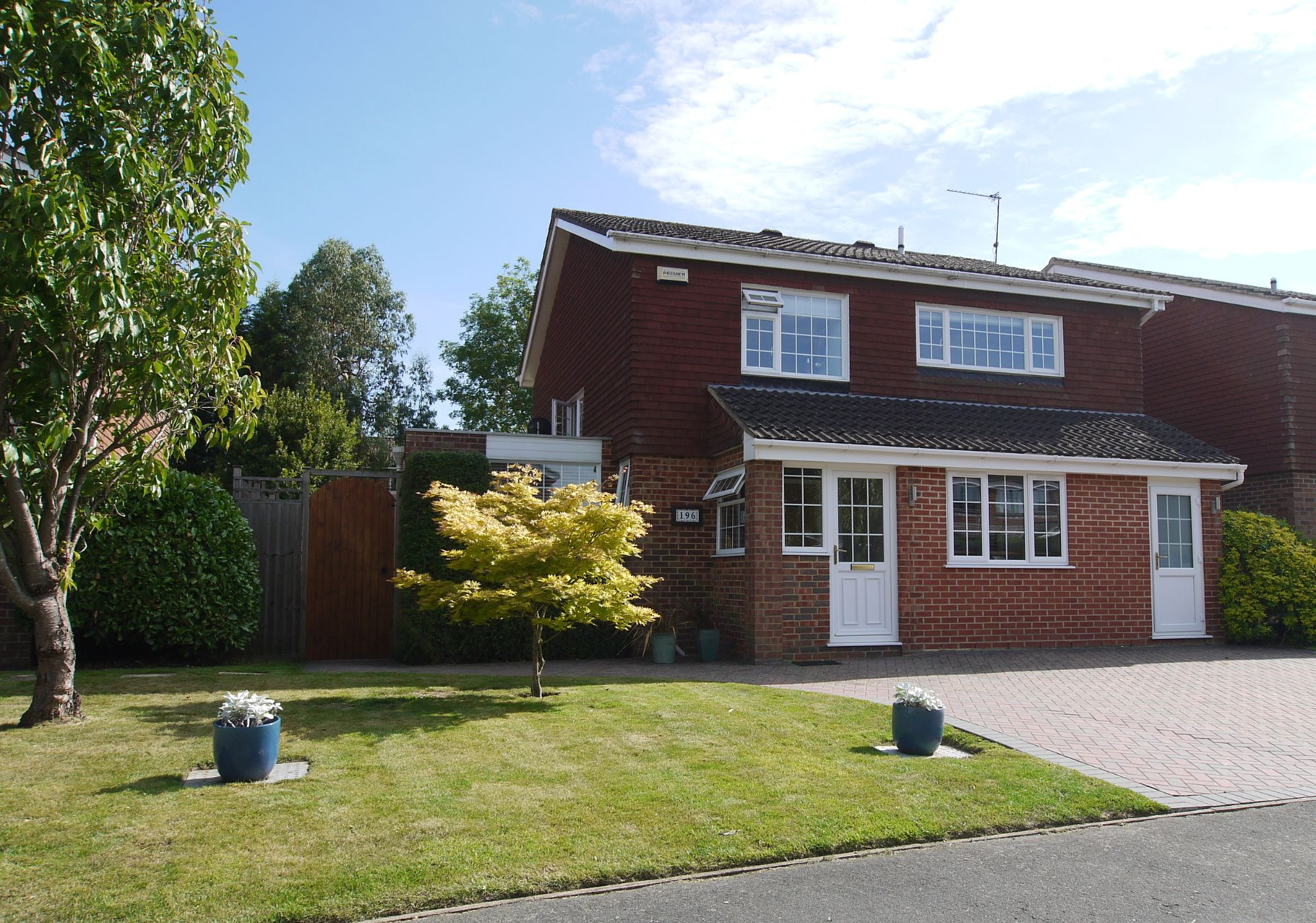 4 bedroom detached house Sold in Sevenoaks - Photograph 1