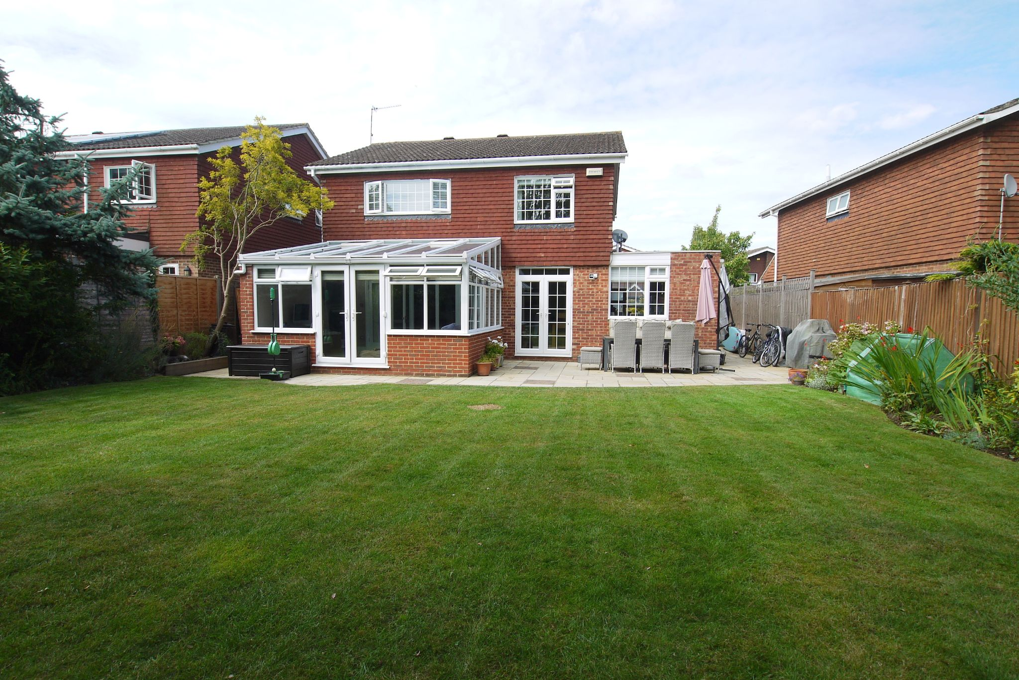 4 bedroom detached house Sold in Sevenoaks - Photograph 17